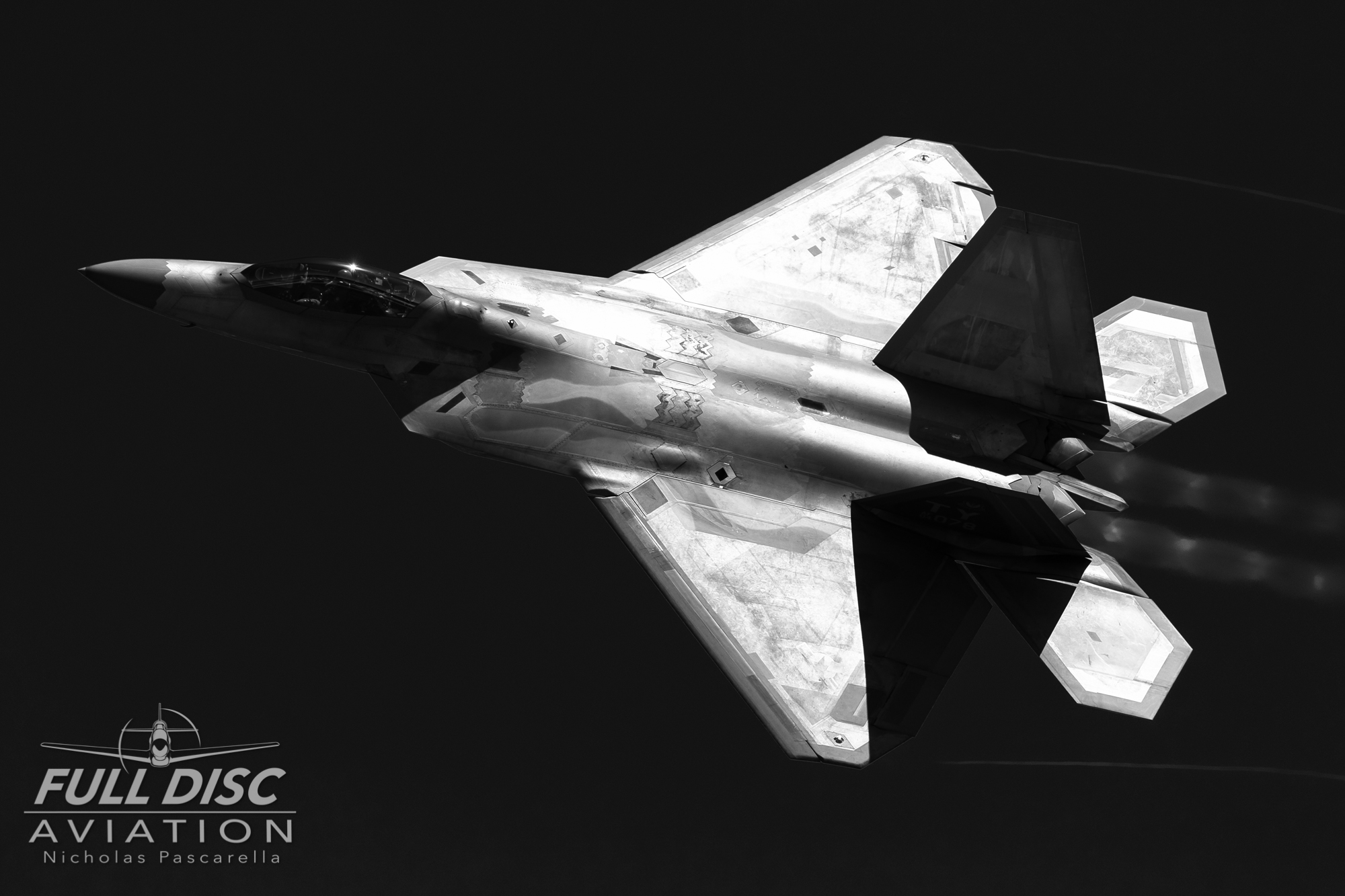 f22_raptordemoteam_redchannel_blackandwhite_nickpascarella_fulldiscaviation_r.jpg