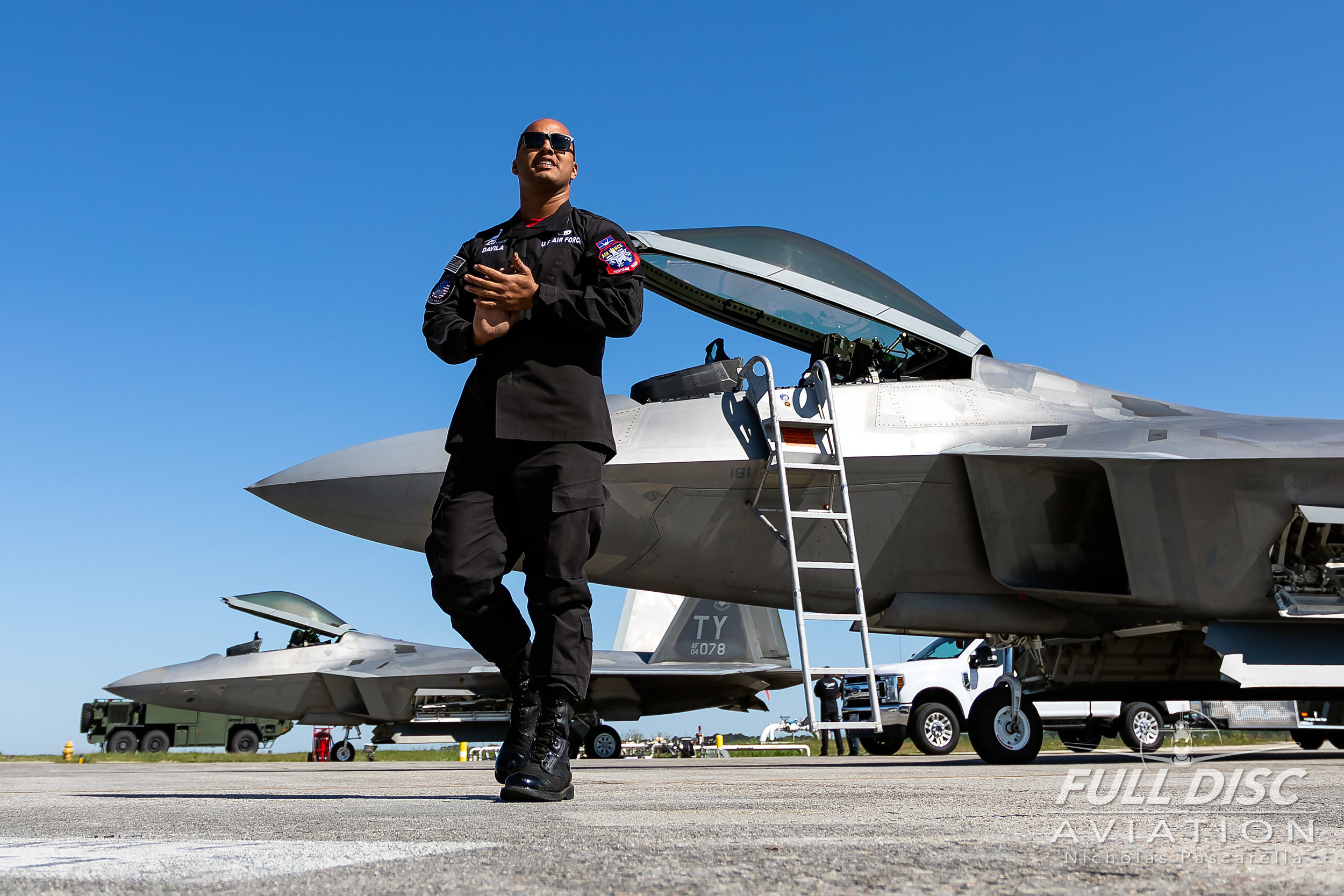 groundcrew_f22raptor_mcasbeaufort_fulldiscaviation_nickpascarella.jpg