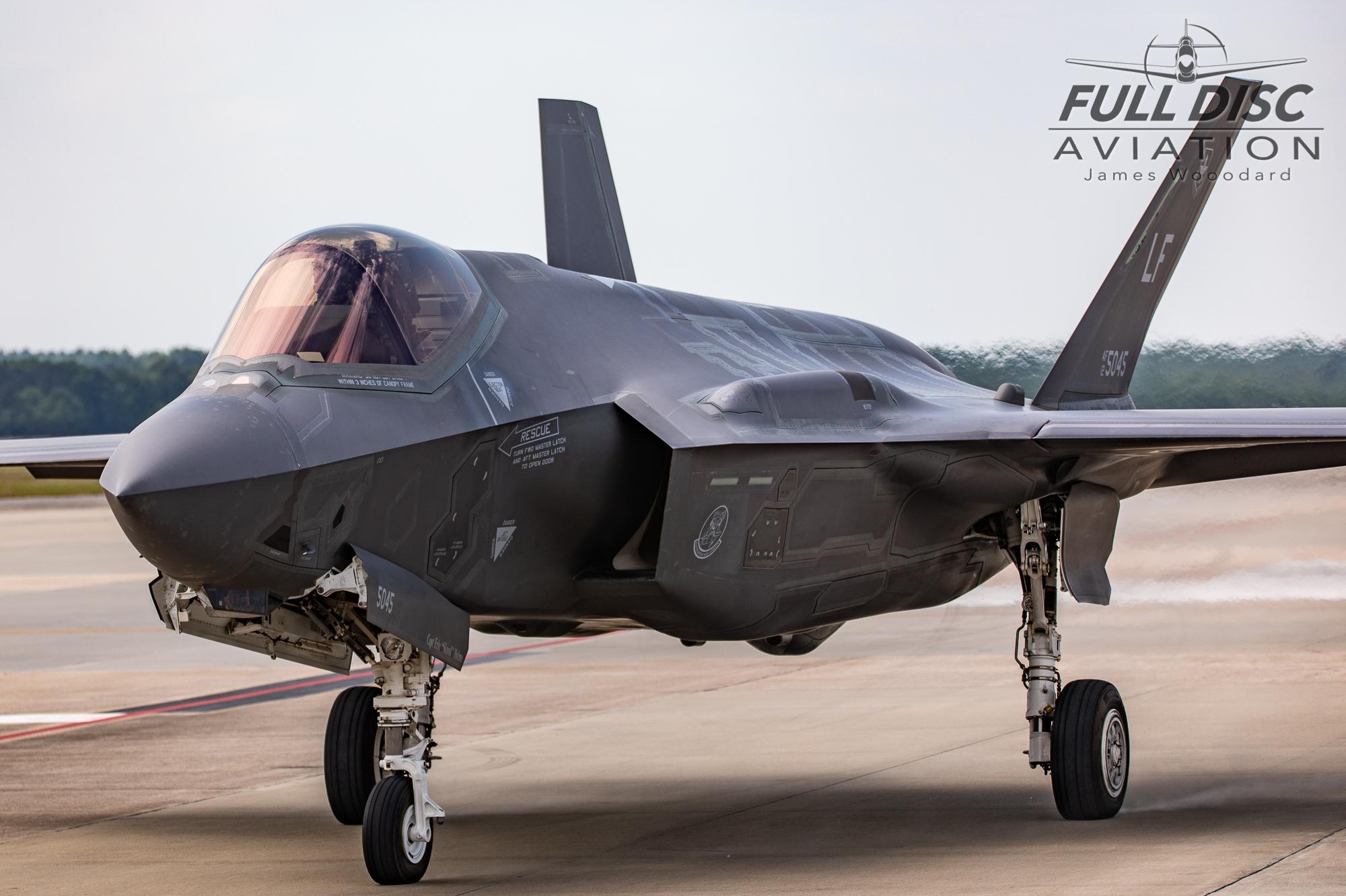 F35DemoTeam_FullDiscAviation_JamesWoodard-April 28, 2019-12.jpg