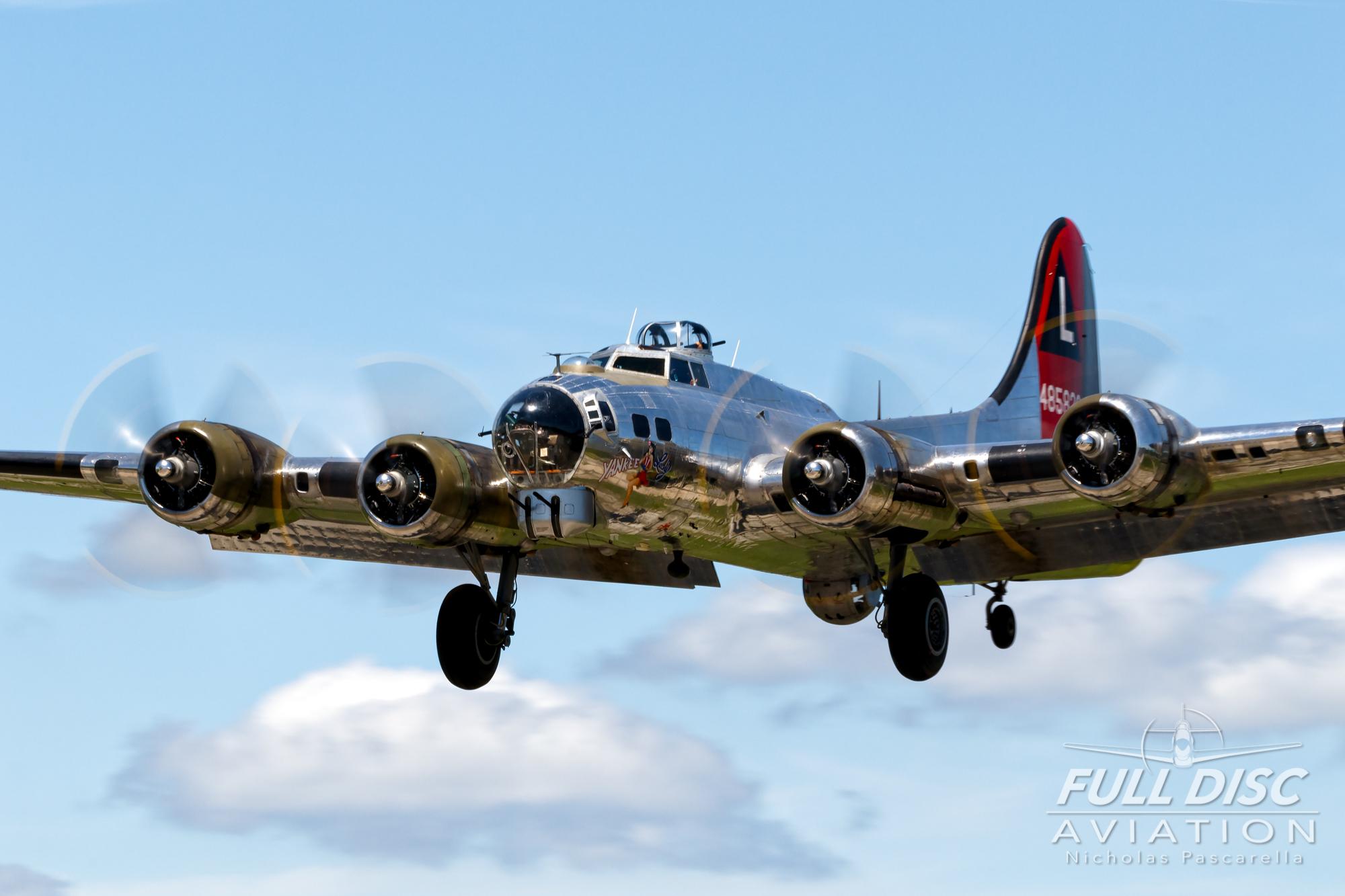 americanairpowermuseum_nicholaspascarella_nickpascarella_fulldiscaviation_legendsofairpower2019_aviation_warbird_b17_landing_flyingfortress_yankeelady.jpg