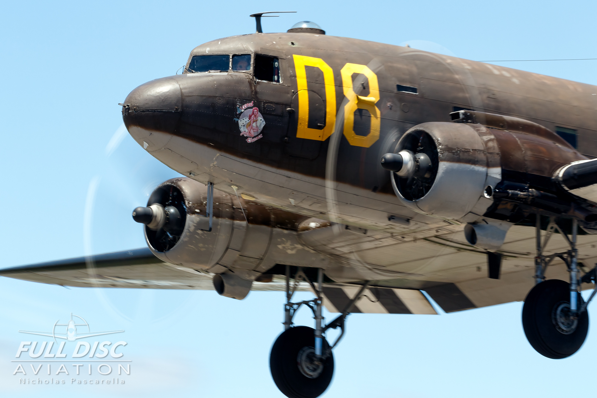 americanairpowermuseum_nicholaspascarella_nickpascarella_fulldiscaviation_legendsofairpower2019_aviation_warbird_c47_gooneybird_landing.jpg