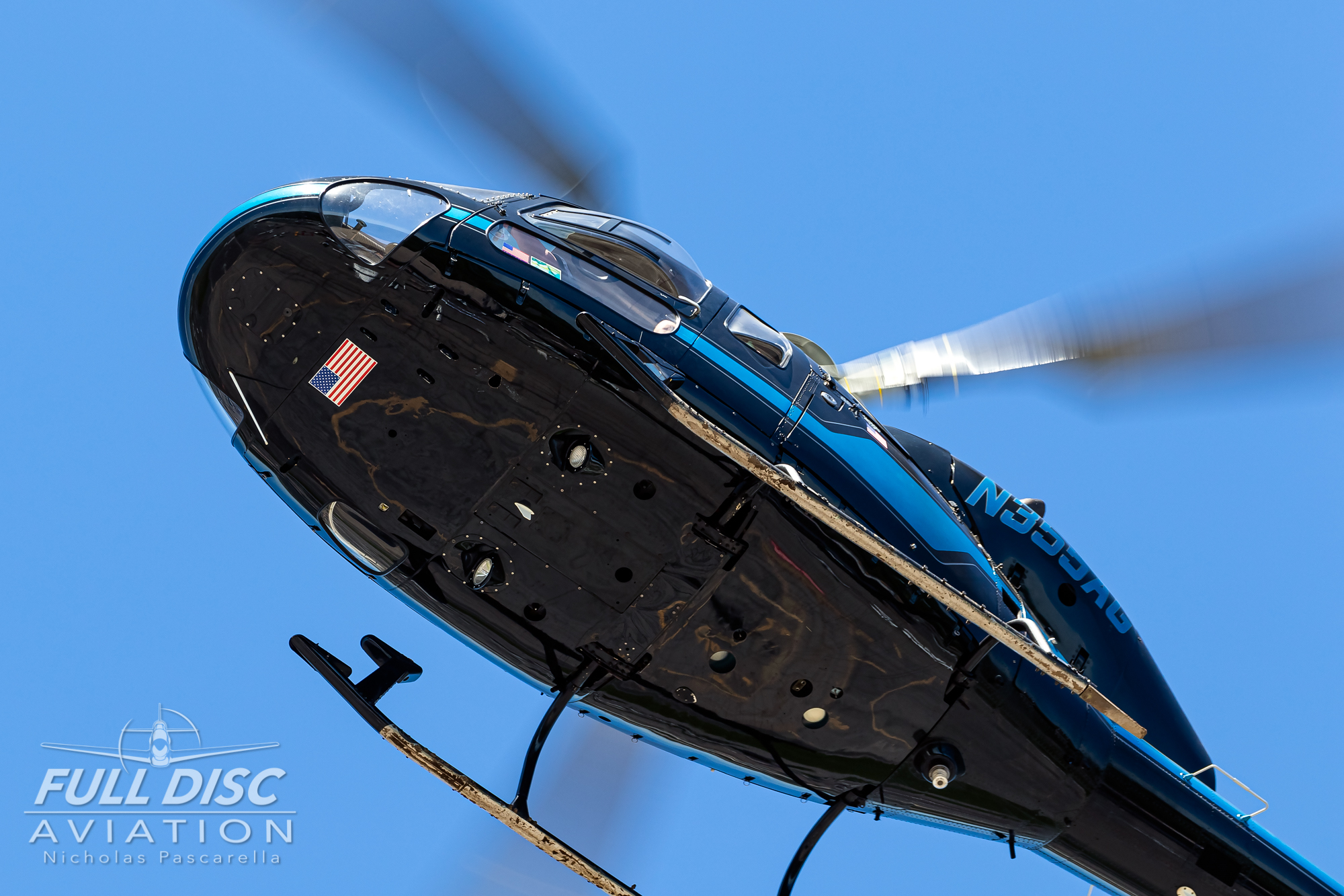 americanairpowermuseum_nicholaspascarella_nickpascarella_fulldiscaviation_legendsofairpower2019_aviation_warbird_helocopter_overhead.jpg