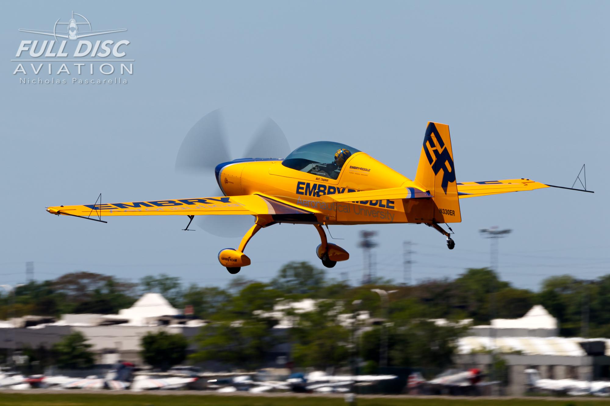 americanairpowermuseum_nicholaspascarella_nickpascarella_fulldiscaviation_legendsofairpower2019_aviation_warbird_mattchapman_landing_stuntplane.jpg
