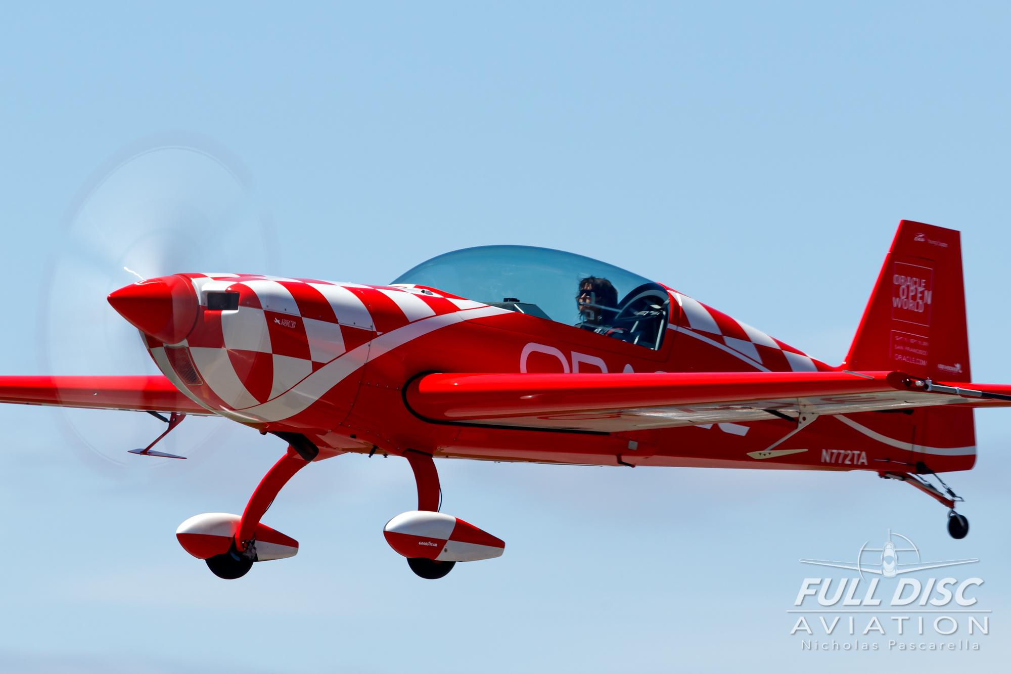 americanairpowermuseum_nicholaspascarella_nickpascarella_fulldiscaviation_legendsofairpower2019_aviation_warbird_oracle_stuntplane_landing.jpg