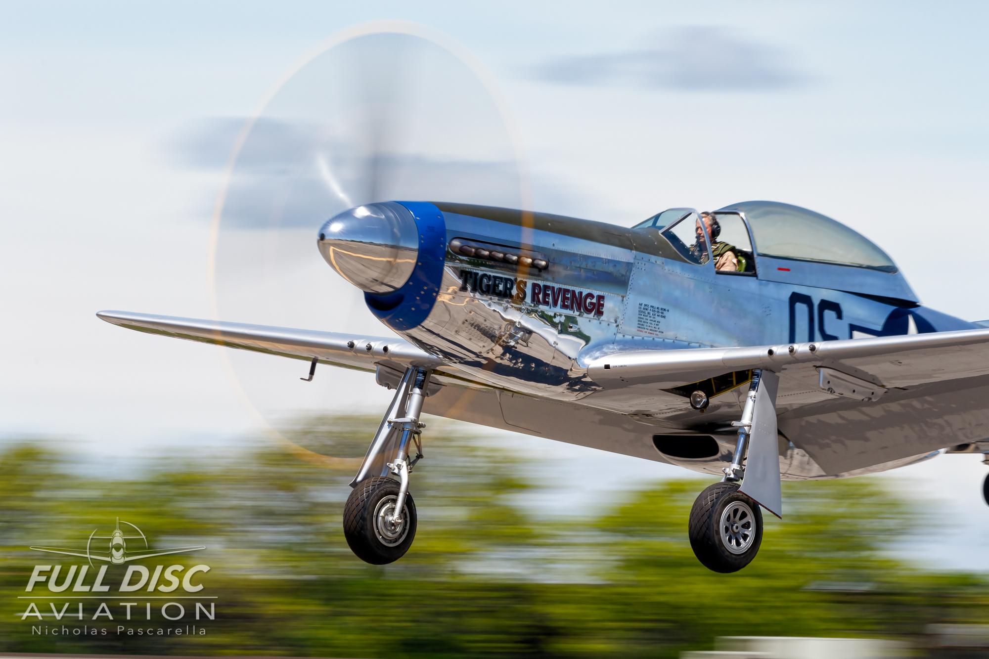 americanairpowermuseum_nicholaspascarella_nickpascarella_fulldiscaviation_legendsofairpower2019_aviation_warbird_p51_landing_mustang_tigersrevenge.jpg