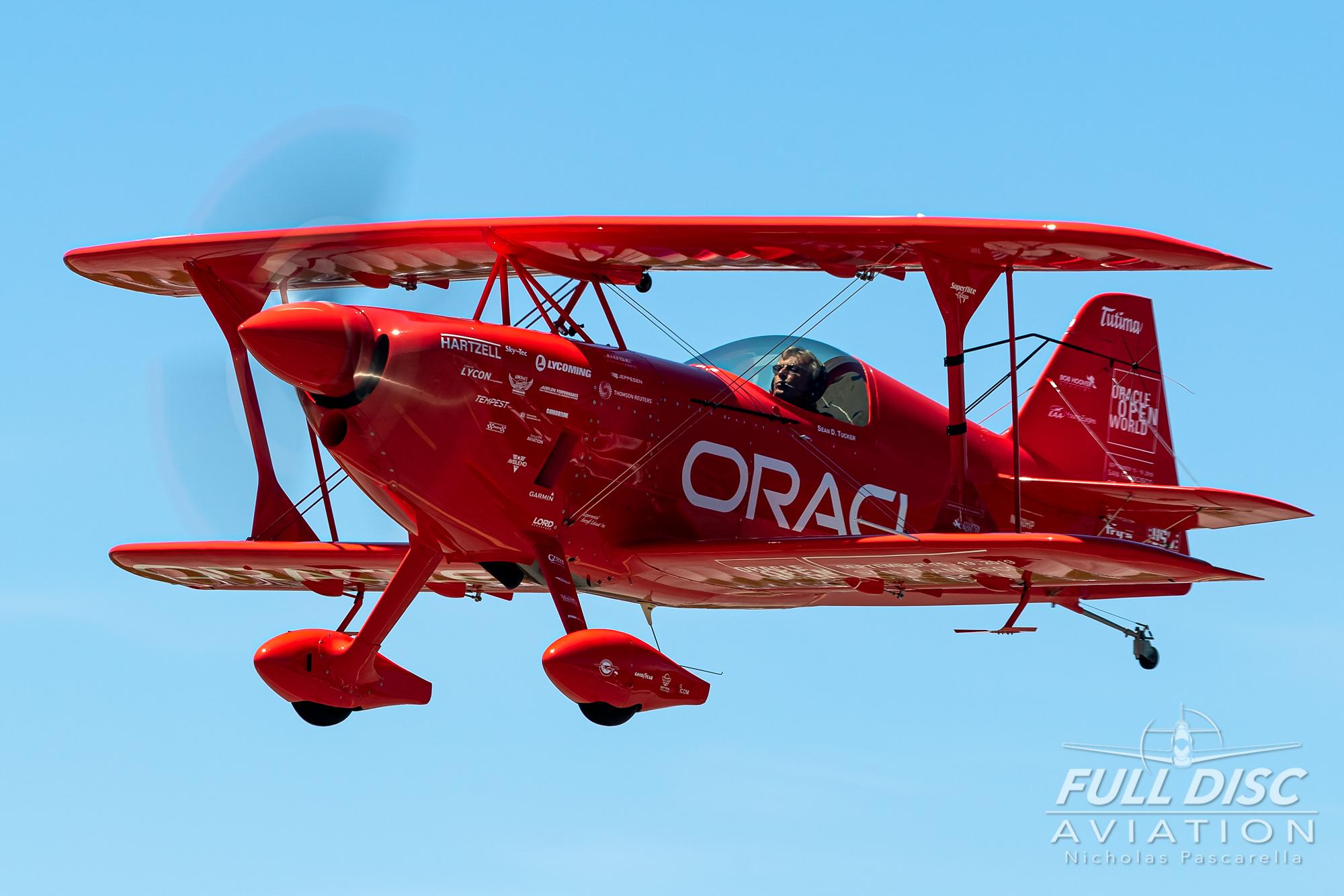 americanairpowermuseum_nicholaspascarella_nickpascarella_fulldiscaviation_legendsofairpower2019_aviation_warbird_seantucker_oracle_biplane_landing.jpg