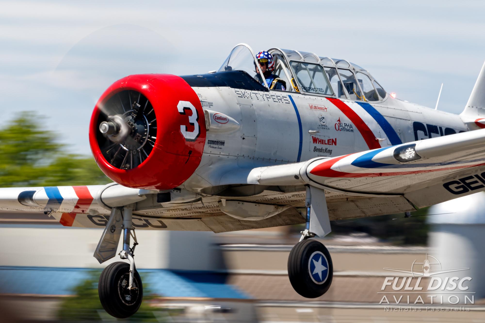 americanairpowermuseum_nicholaspascarella_nickpascarella_fulldiscaviation_legendsofairpower2019_aviation_warbird_skytypers_landing_t6texan.jpg