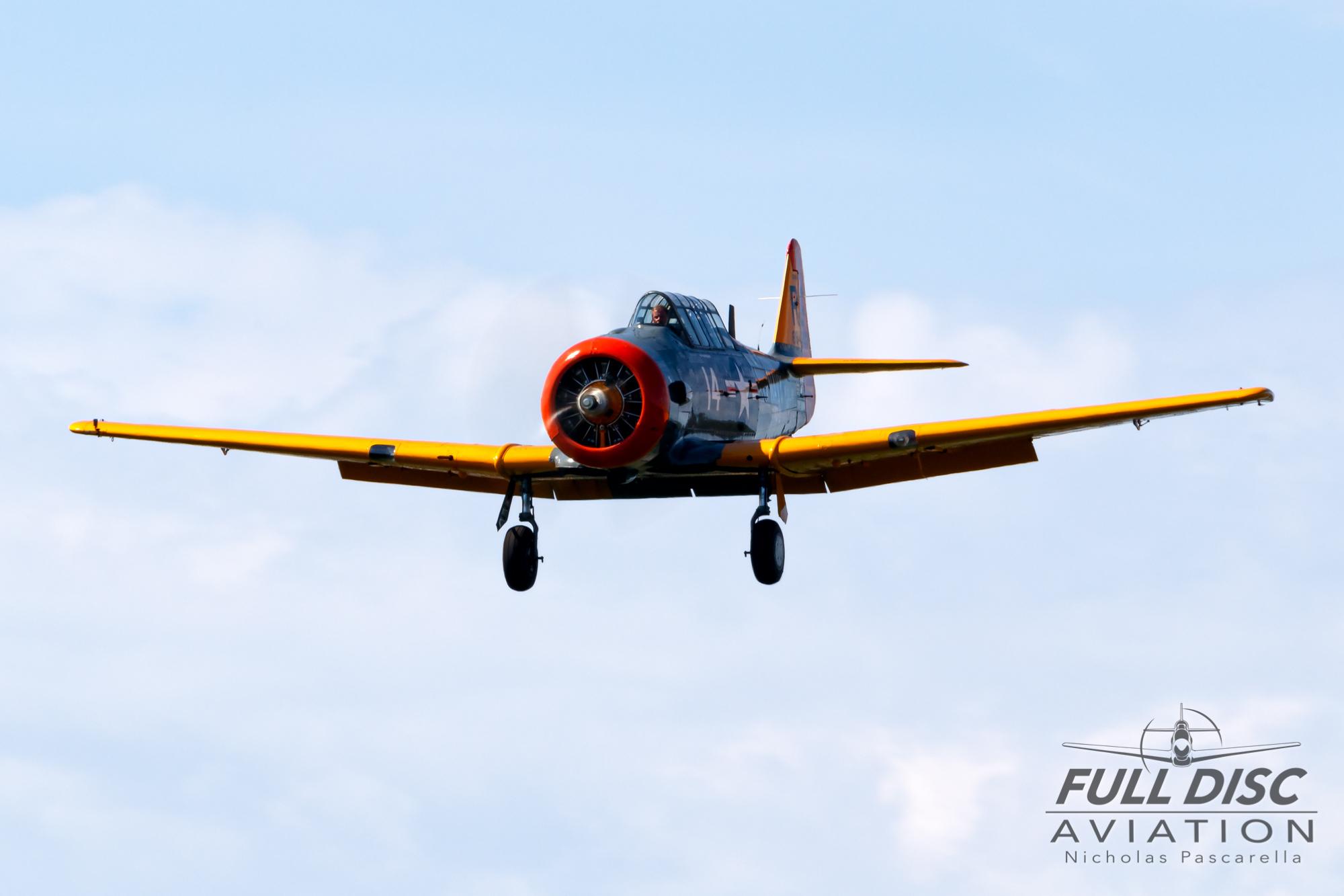 americanairpowermuseum_nicholaspascarella_nickpascarella_fulldiscaviation_legendsofairpower2019_aviation_warbird_t6_landing_grey_orange.jpg