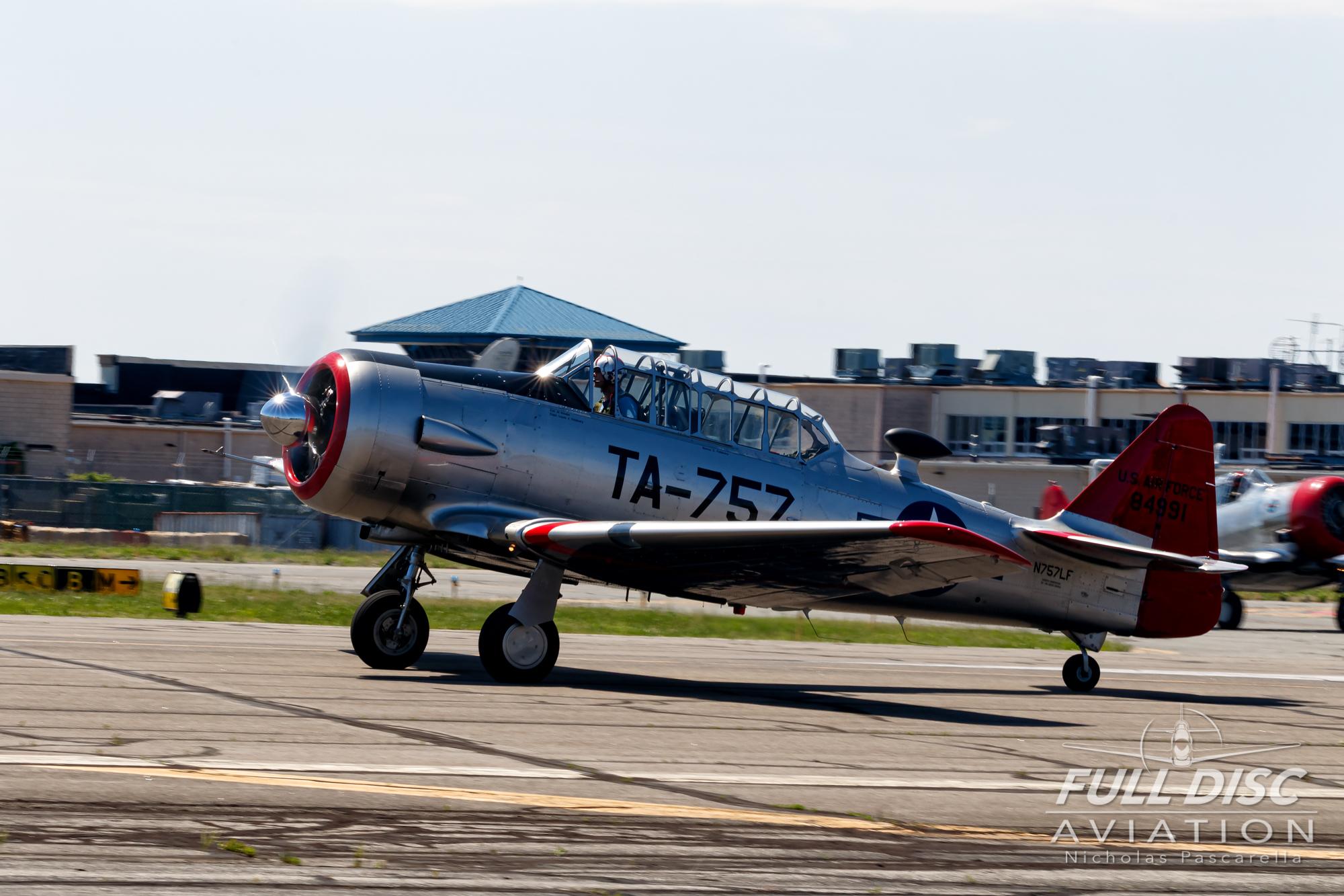 americanairpowermuseum_nicholaspascarella_nickpascarella_fulldiscaviation_legendsofairpower2019_aviation_warbird_t6_texan_takeoff.jpg