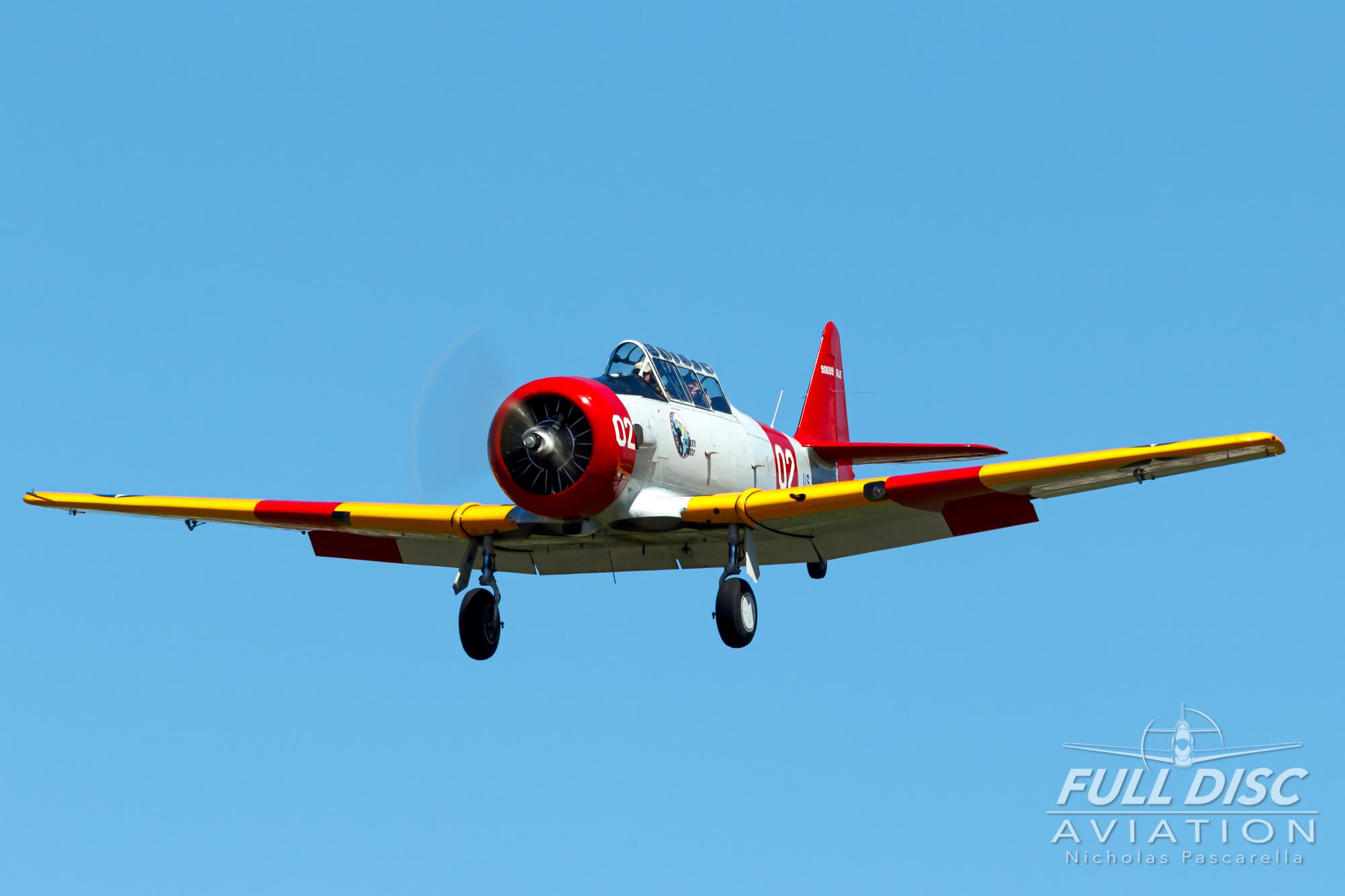 americanairpowermuseum_nicholaspascarella_nickpascarella_fulldiscaviation_legendsofairpower2019_aviation_warbird_t6_texan_thunderpussy_landing.jpg