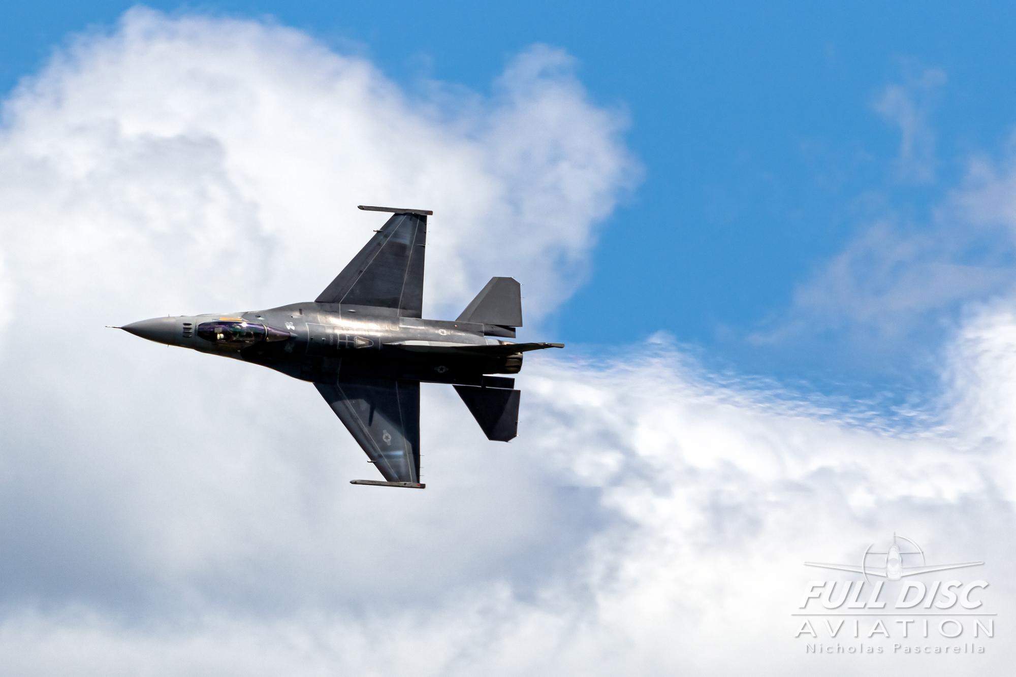 nickpascarella_fulldiscaviation_oceancityairshow_aviation_f16_turnandburn.jpg
