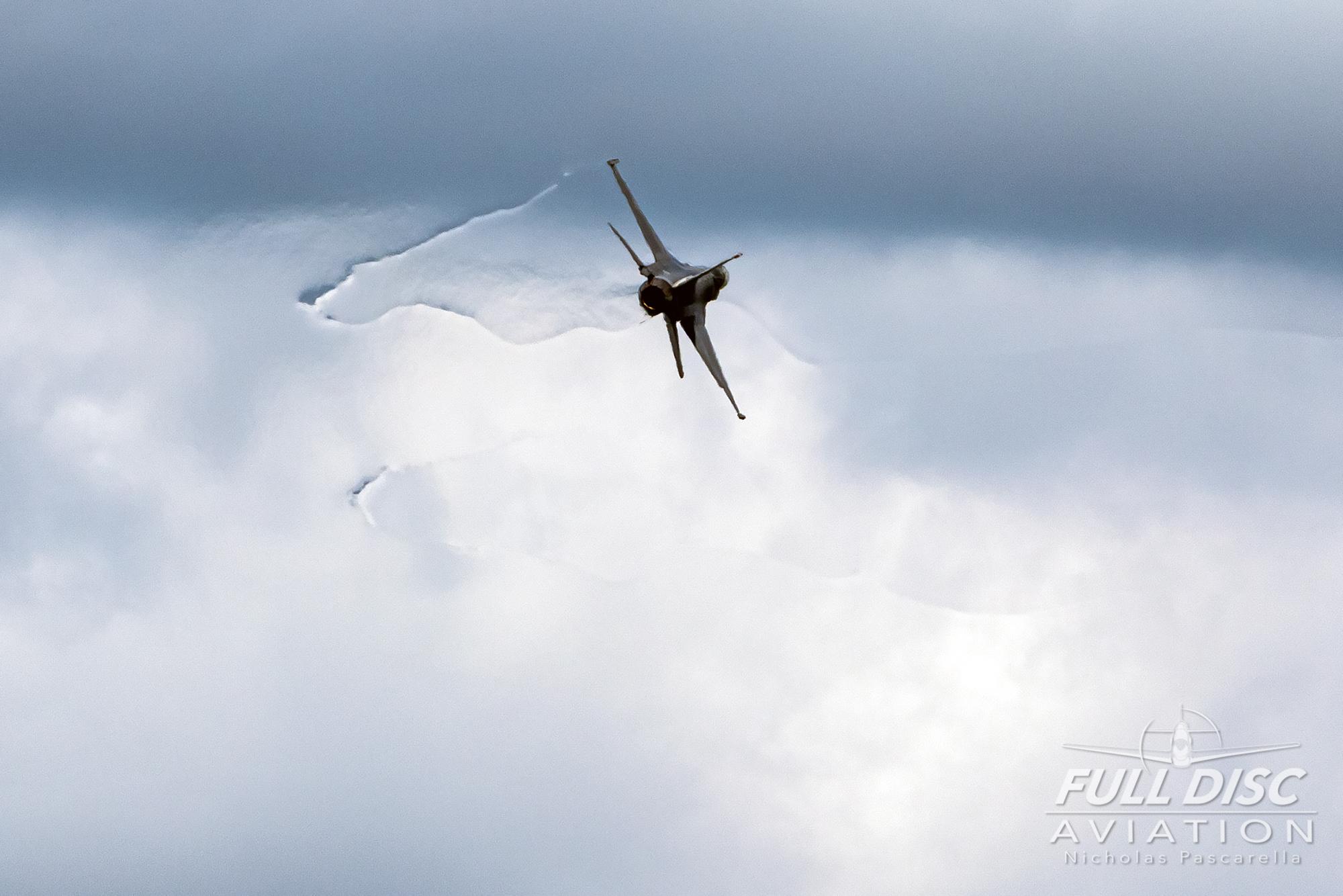 nickpascarella_fulldiscaviation_oceancityairshow_aviation_toro_f16_vortices.jpg