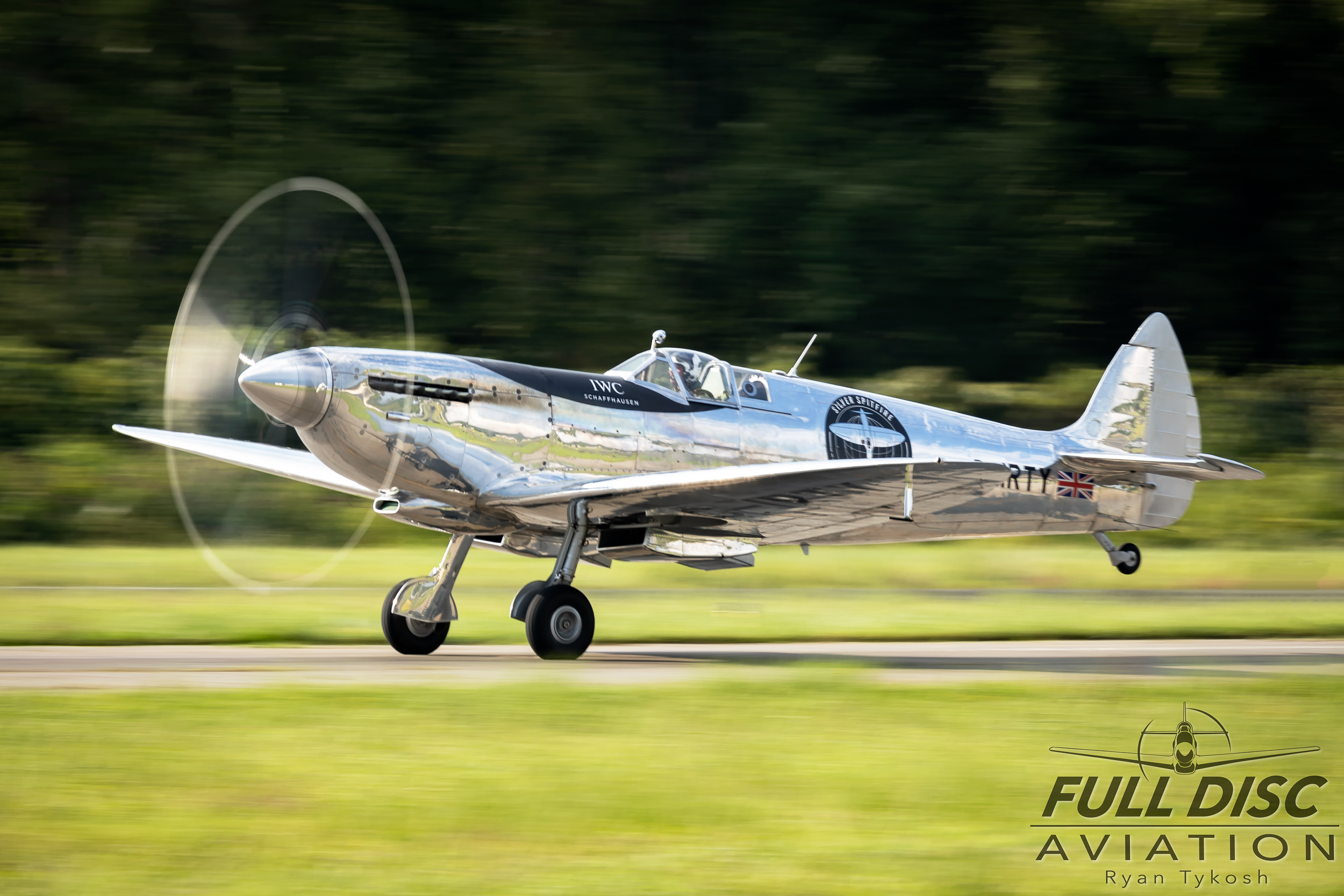 Silver Spitfire - Full Disc Aviation - Ryan Tykosh_August 21, 2019_07.jpg