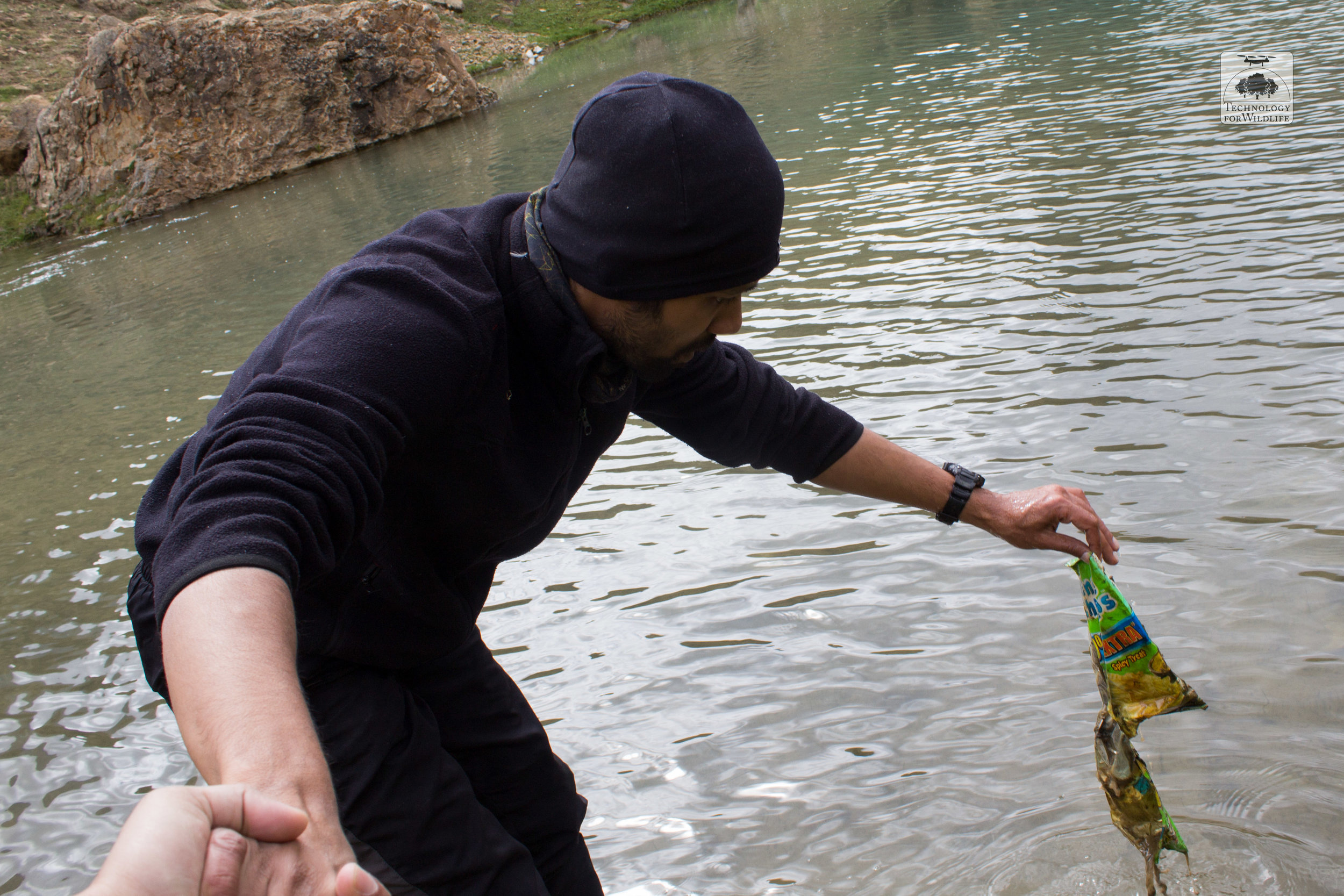 The author removing litter from a high-altitude lake in Ladakh. Photo: Shashank Srinivasan | 2019