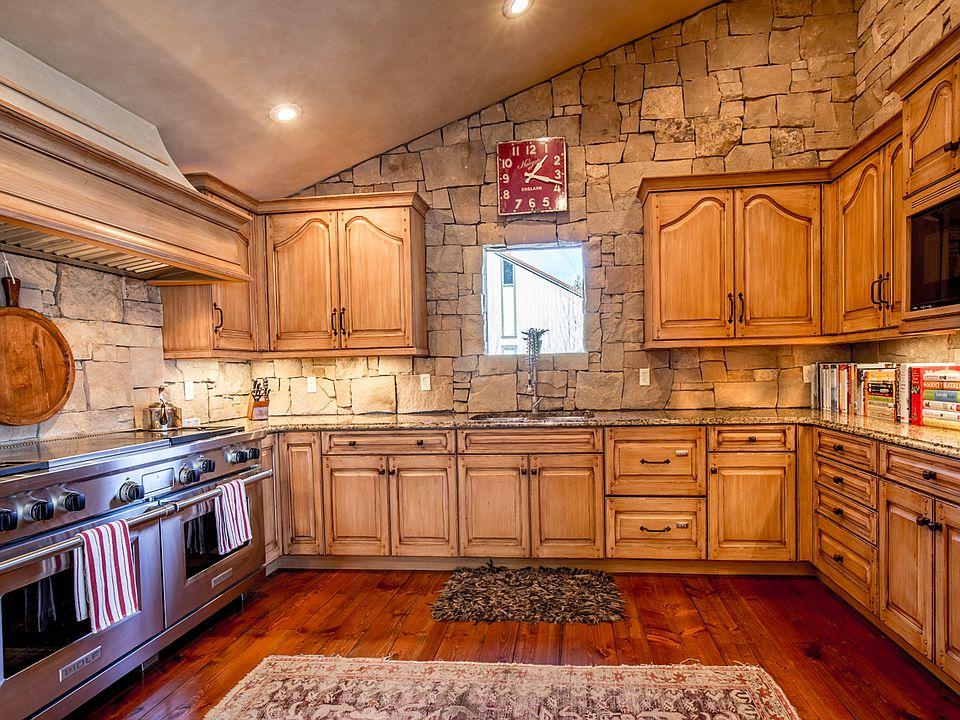 317-riverside-dr-kitchen