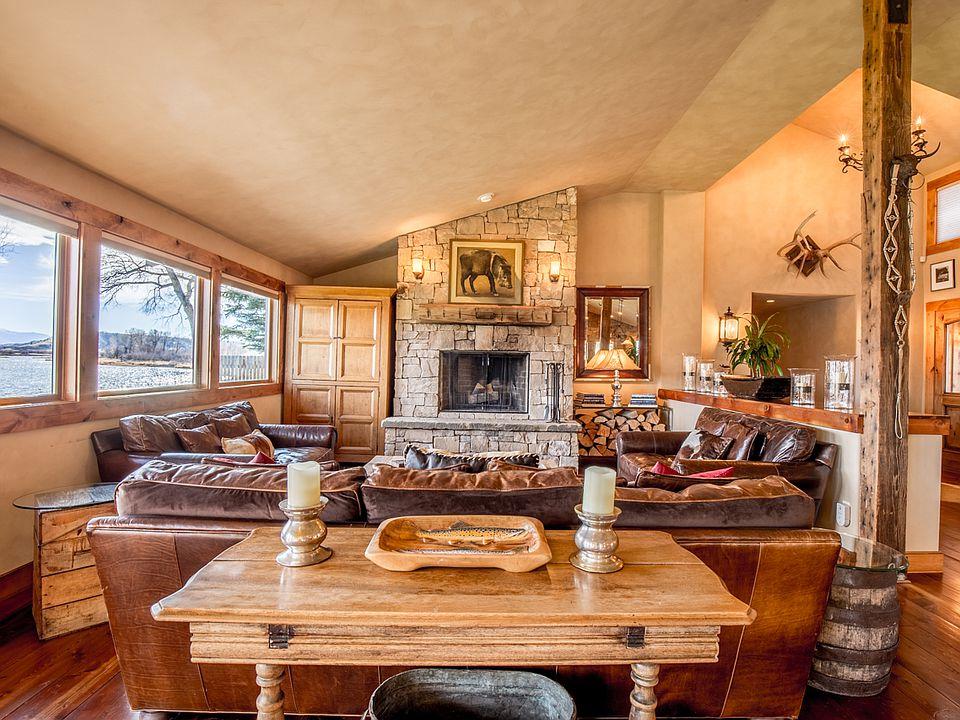 317-riverside-dr-fireplace-living-room