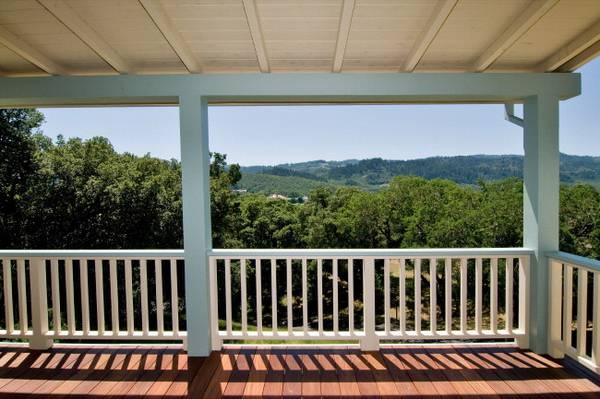 Deck_vineyard_views.jpg