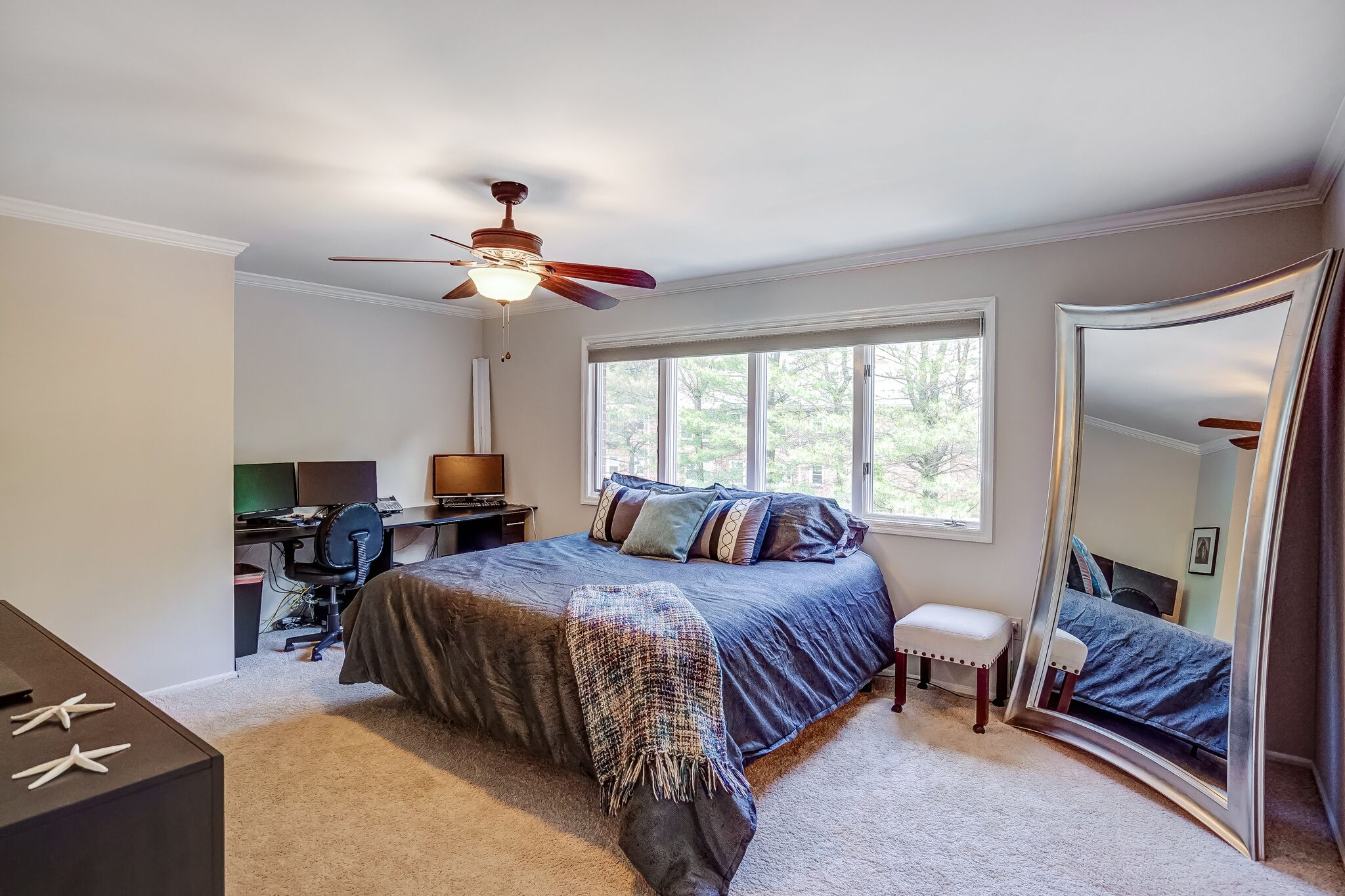 9 Master Bedroom suite with spacious walk-in closet, additional closet and ensuite bath HNVNZUCBSgPUHJTGFYqh_YQ9-sz8c9ML7aLkCGh2Dxw.jpg