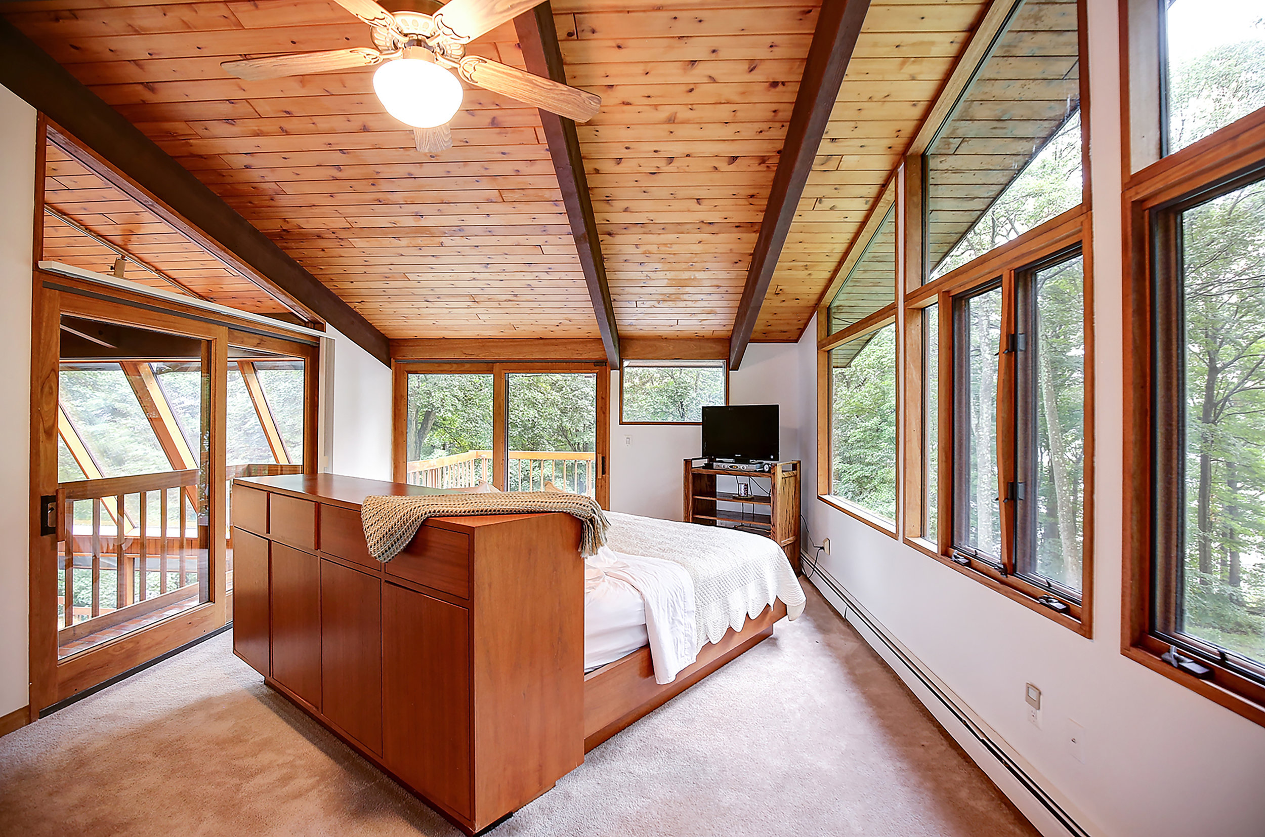 5Sleep nestled  in the treetops in the Master suite  the IMG_6075_6_7.jpg