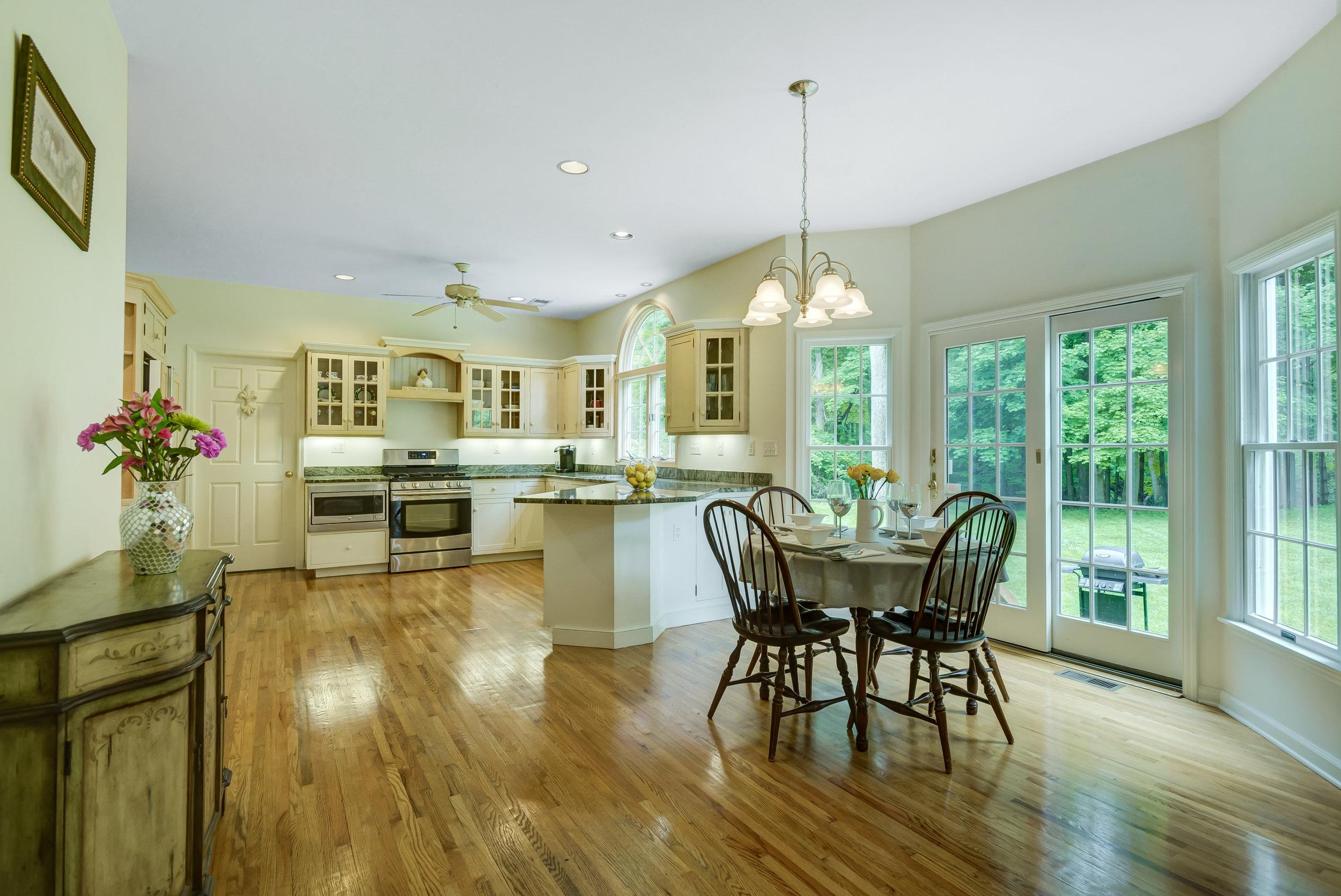 11 Kitchen and Breakfast room _DSC5060_1_2_3_4.jpg