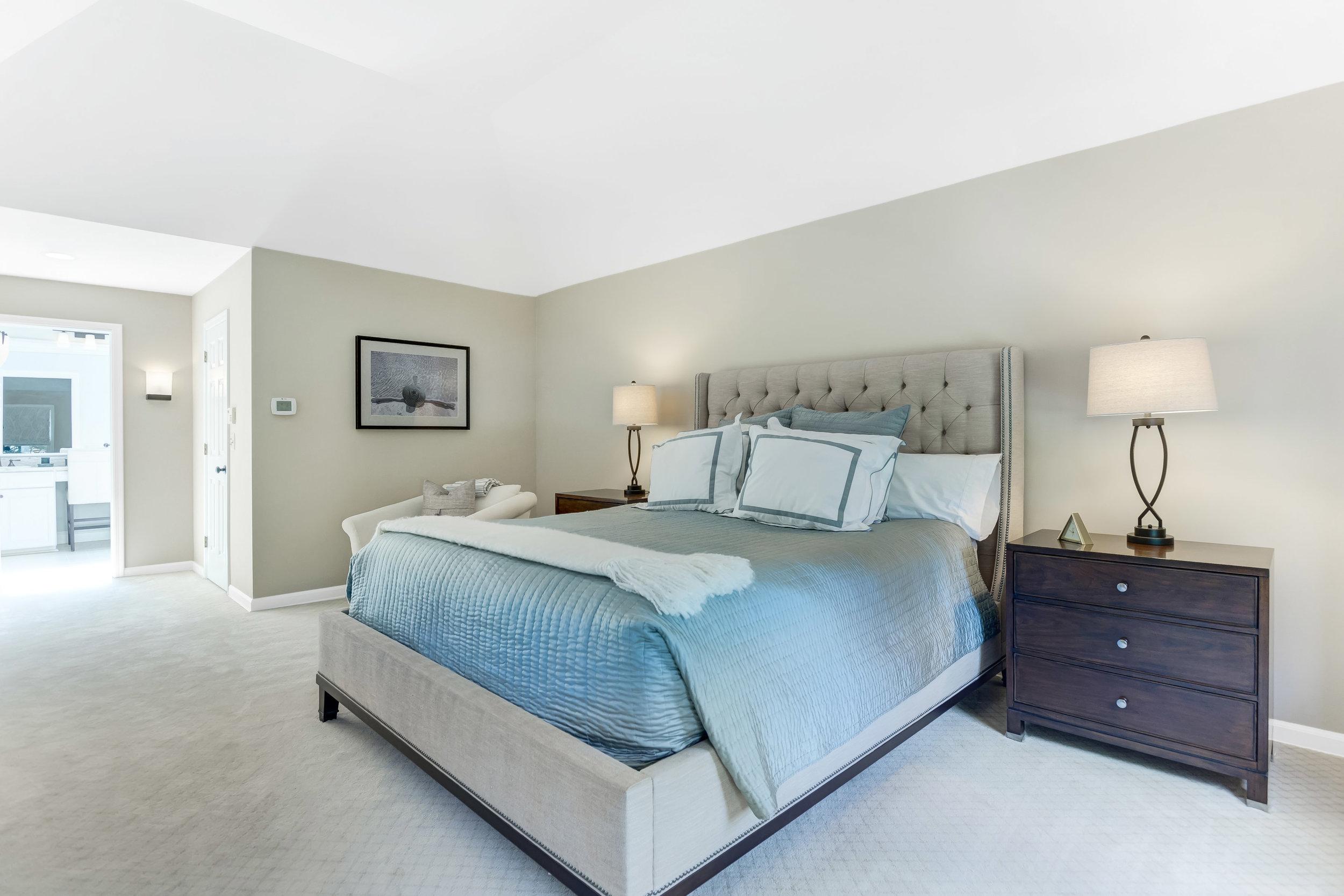 16 Master Bedroom _DSC5596_597_598_599_600.jpg