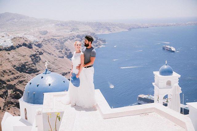 Tbt Santorini  #rivieraphotographer #fineartphotography #destinationwedding #weddingphotography #frenchrivieraphotographer #provencealpescotedazur #destinationphotographer #santoriniwedding @mezzinoii