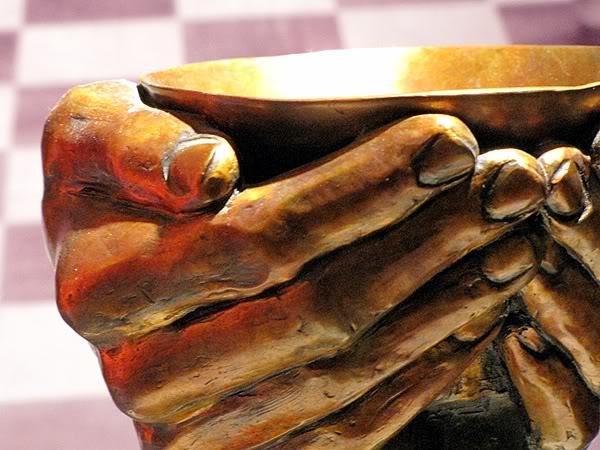 hands_b.jpg