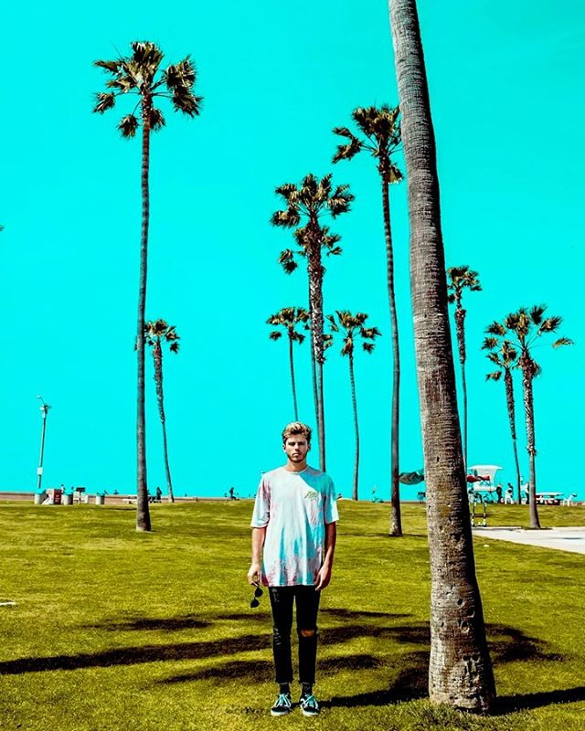 ✨ SWIPE ✨ @toddc.alden Always looking fresh to depth for shore. Not a worry on da mind -  All we need are palm trees and a cool breeze ☀️🌴 #ShellYeah #KeepPalmCarryOn #StaySalty #LifeInForwardMotion #MissionBeach #SD