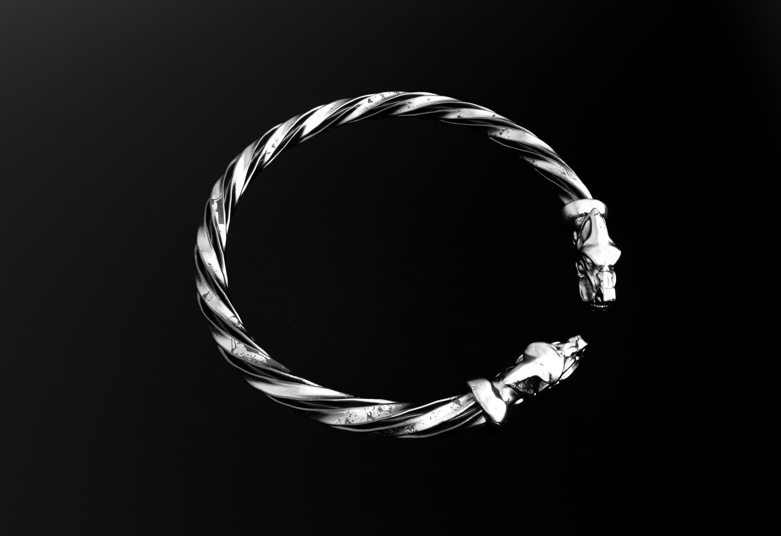 VK bracelet5.jpg