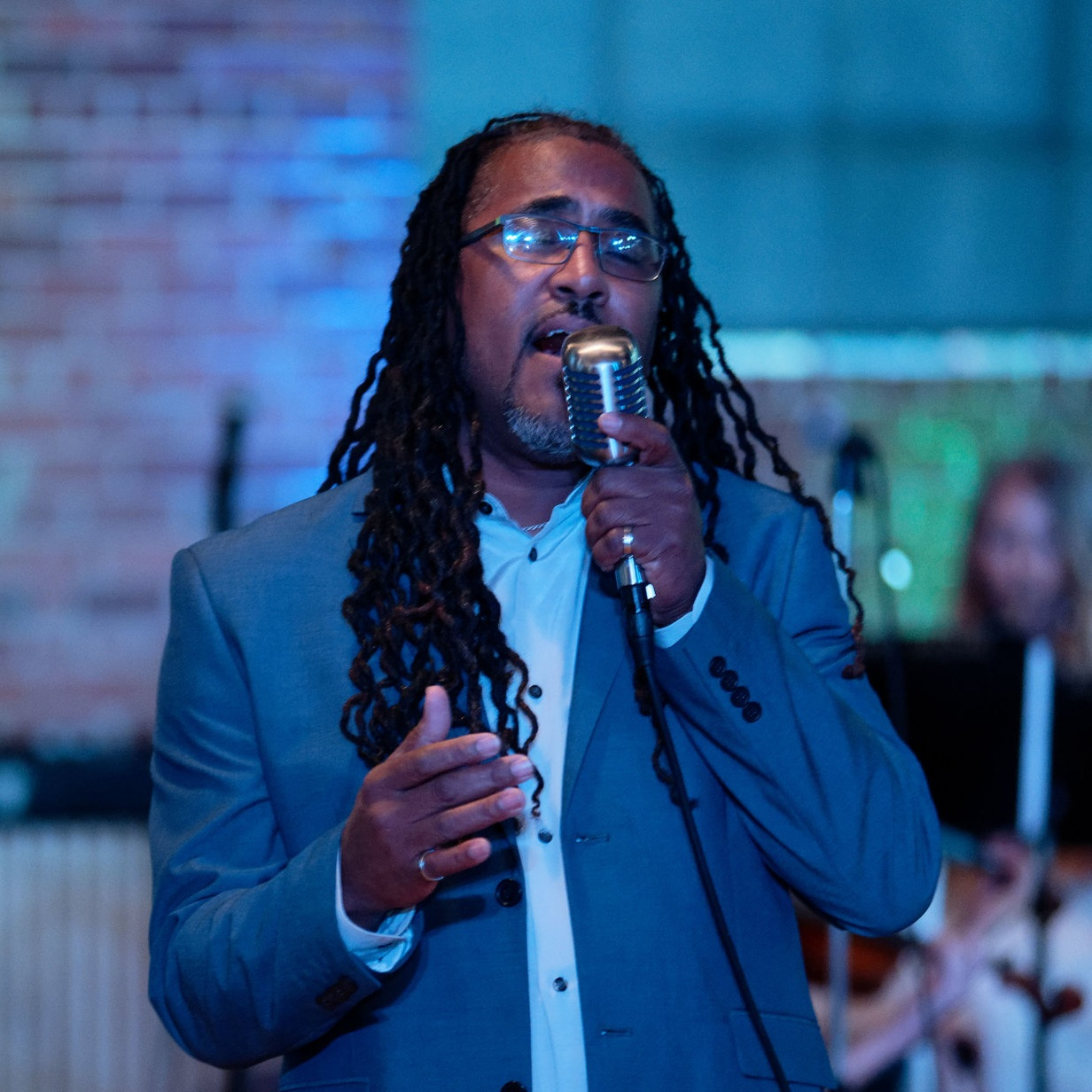 WALTER HEMINGWAY, vocal