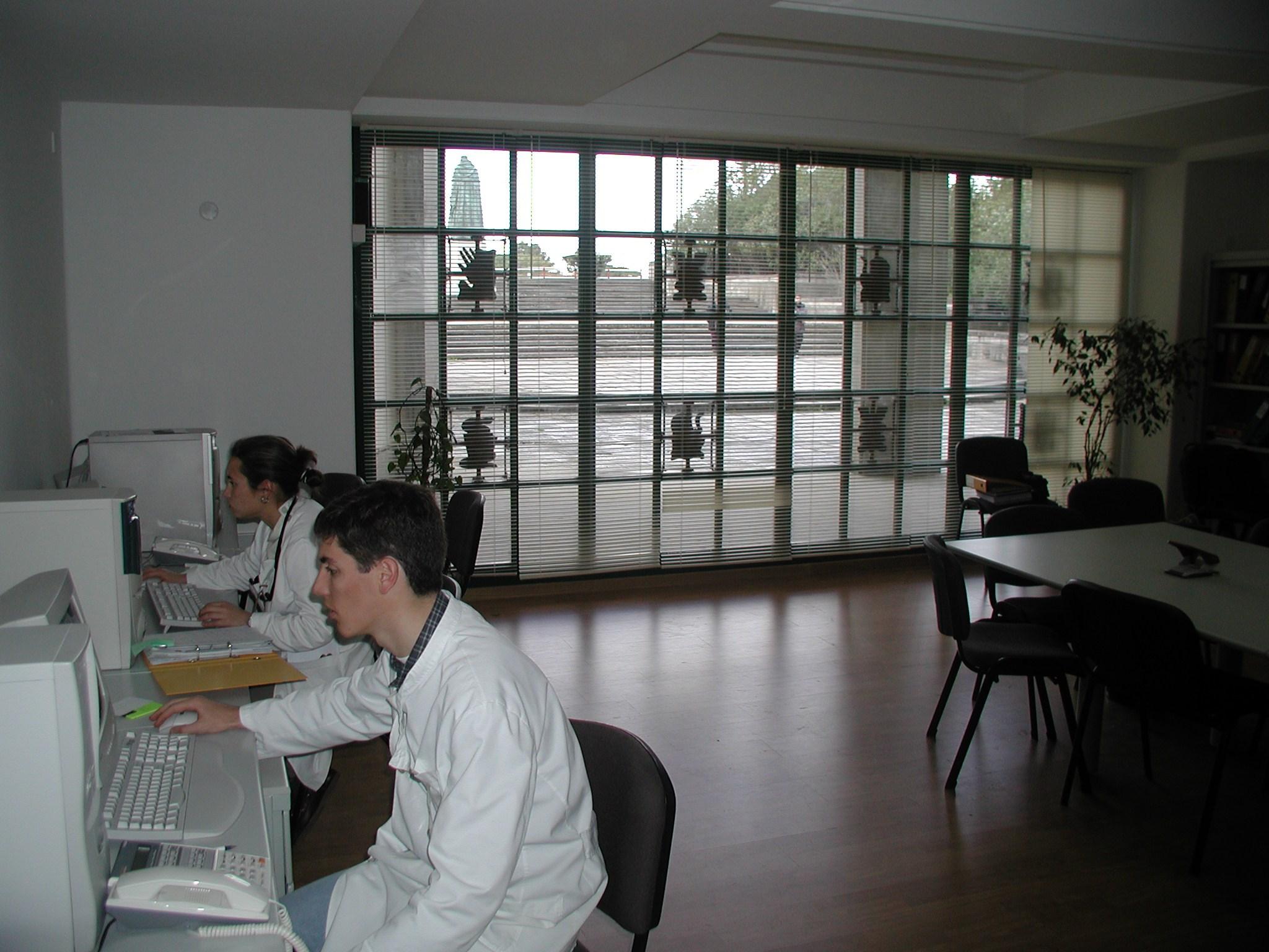 22-04-sala-de-direc3a7c3a3o-aefml-2002.jpg