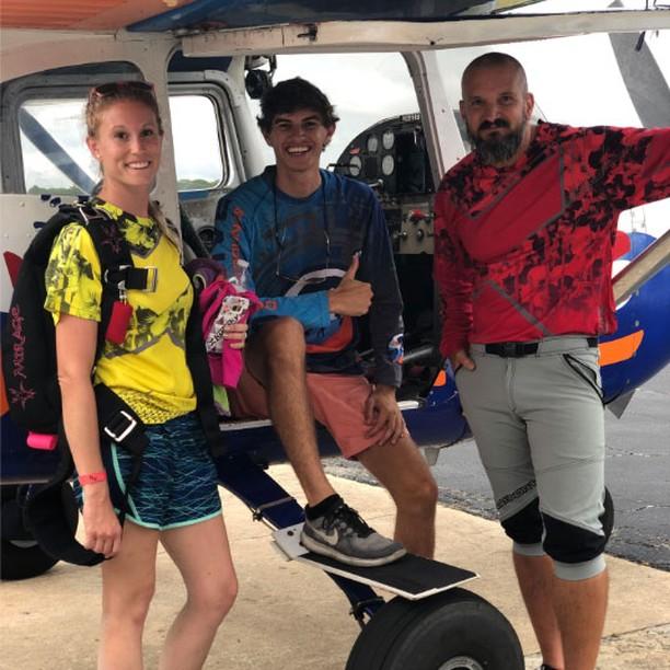 Geared up and ready to go ✈️✌️️🌺 . . . #kuafam #hawaiianjerseys #newjerseys #hawaiian #boogies #boogieseason #skydivecoastalcarolinas #pussfootog #pointbreak #beachboogies #beaches #beach #northcarolina #beachswoops #beachlandings #skydive #skydiving #kuasky #beachskydiving