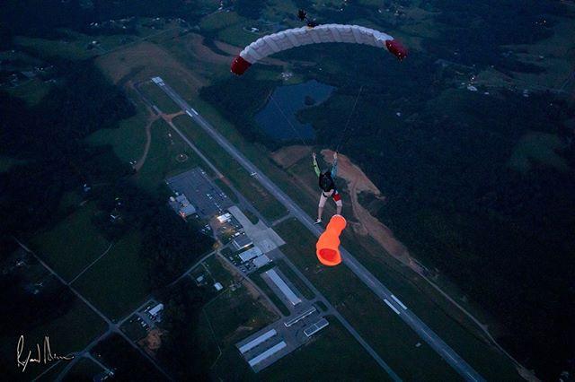 Views over #Bamafest @raymondadamsimagery Sunset tube jump with @derbschris @asutinlankford @skyhity . . . . #boogies #boogieseason #bamafest #bamafest2019 #tubejump #skydive #skydiving #kuasky #beachskydiving #graffitijersey #skydivegear #raymondadams