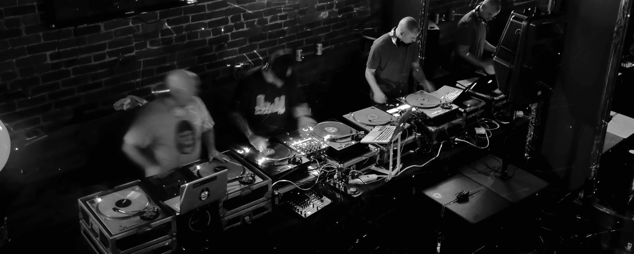 Rapture Charlottesville - We go by the Duck Brothers and we play top 40 with a twist. 6 Turntables at all times!