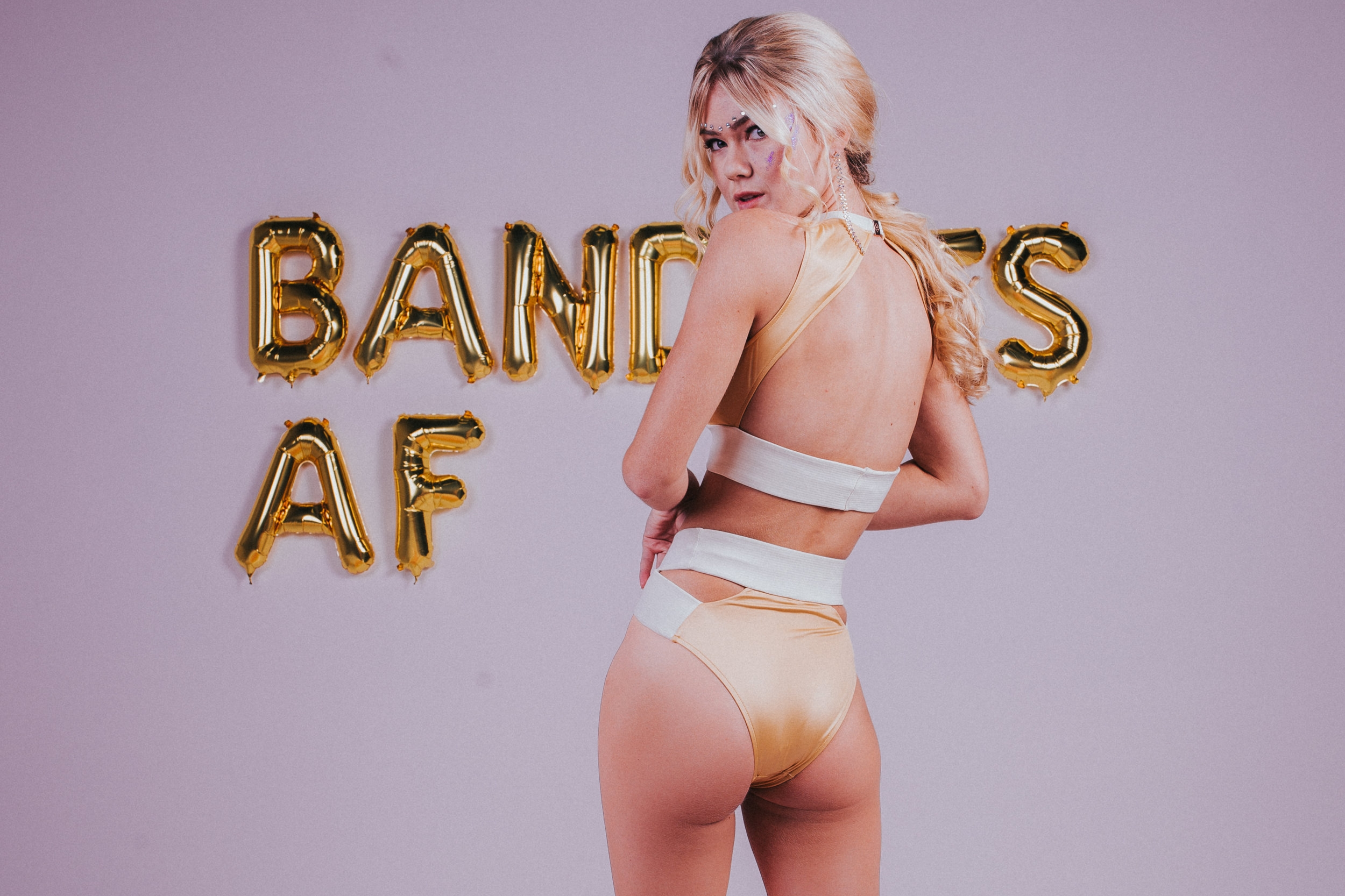Good Vibes & Bandits - What do you get when you mix groovy balloon inspo from DIY blog @ohhappyday, smokin' babes from Modern Muse Models in Orlando and rad photographer Graham Oakley? Good Vibes that are BANDITS AF.