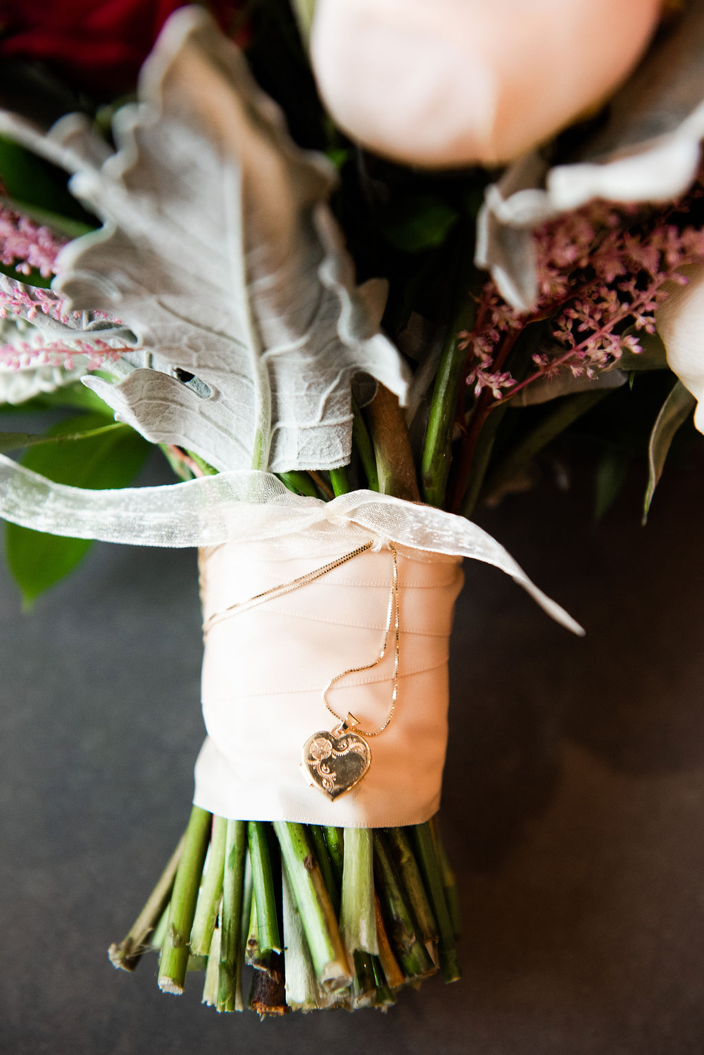 Meghan's stunning bouquet from Chicago-based  Steve's Flower Market  was wrapped in a locket from her later father.
