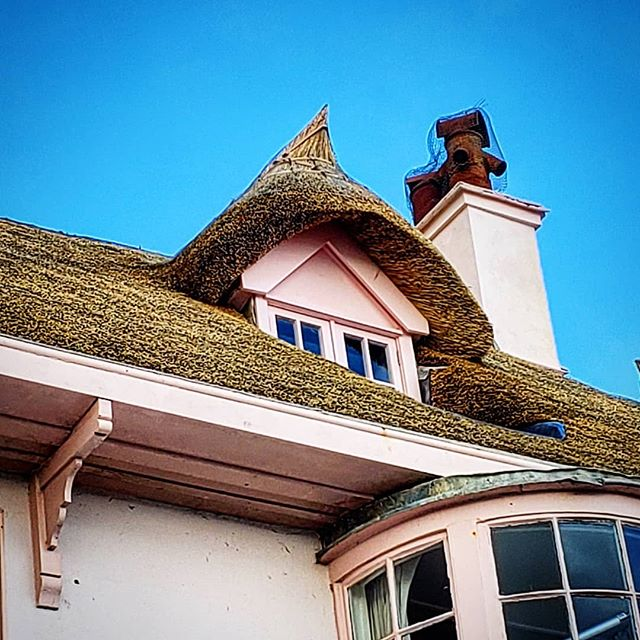 Our Production Manager is on a  quick visit to the UK, the thatching of roofs have been around for over a thousand years and still stands the test of time, it's a true craft, carried out by true craftsman. . . . . #craftsman #crescentbuilds #craftsmanship #roofing #roof #thatcher #thatchedcottage #england #artisan #lymeregis #lovetobuild#lovecolors #oldschool #straw