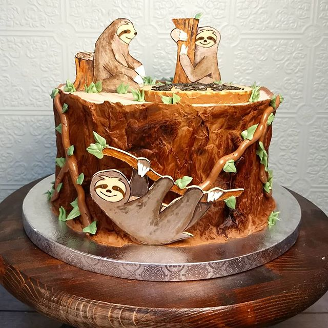 Everyone loves a sloth!! Also, between weddings and graduations, May is almost booked up! If you want a cake in May, don't be a sloth, spots are filling up quick! #slothcake #sloths