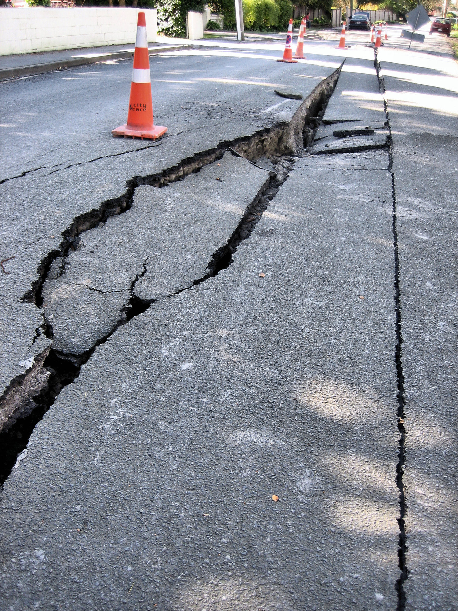 Earthquake_damage_-_roads.jpg