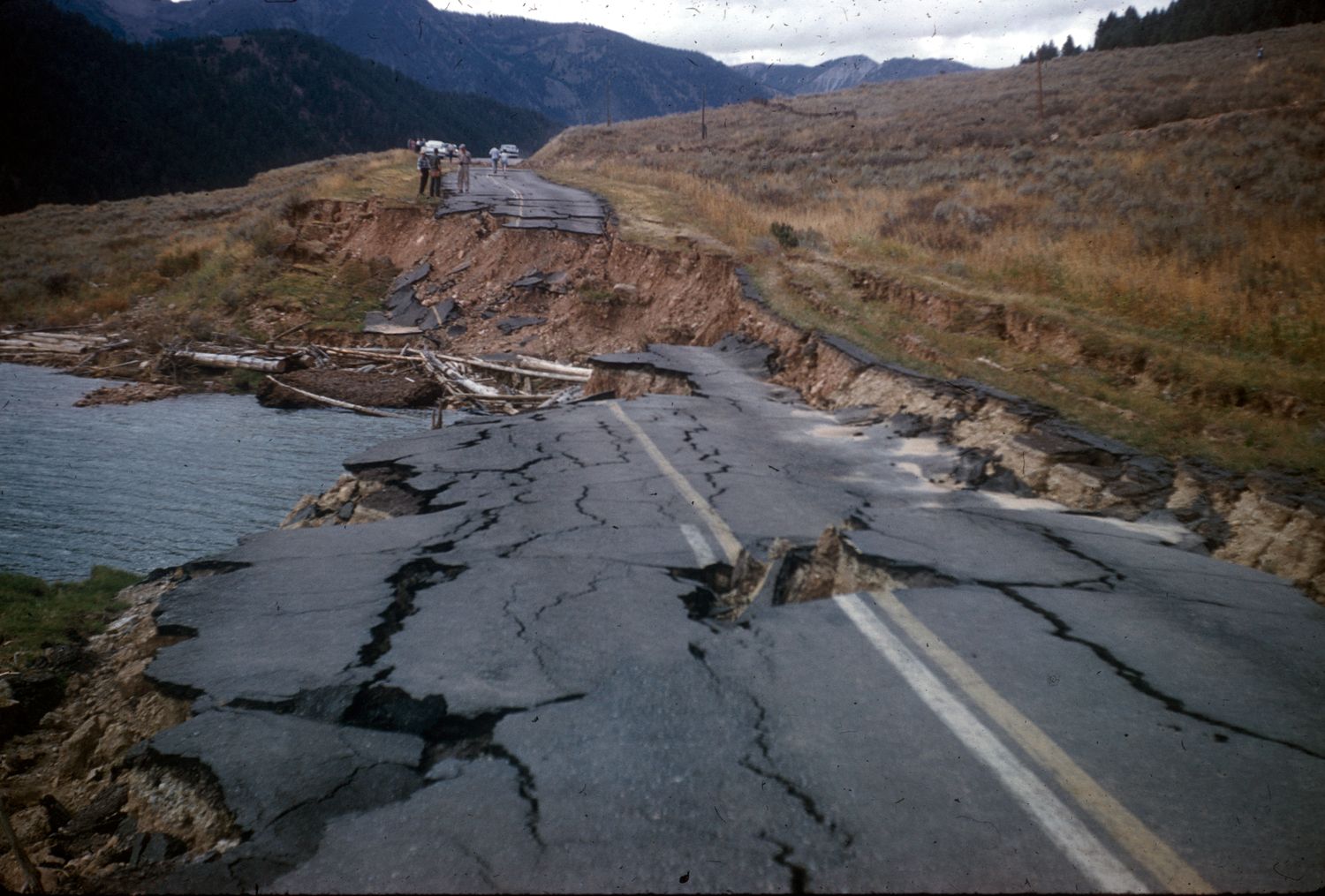 Roaddamage59quake.jpg