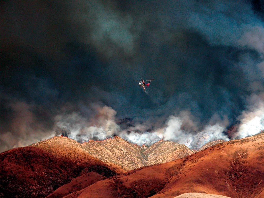 Helicopter returns for another load after dropping water on the front lines of the Old Fire in the foothills of the San Bernardino Mountains. (photo courtesy of Matt Artz)