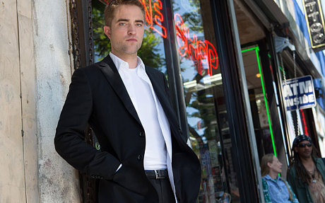Robert Pattinson plays a limo driver in Maps to the Stars