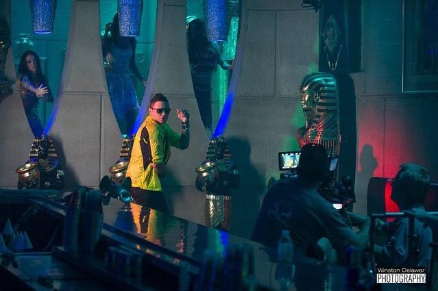 #pegaitosuavecito video shoot.  Un placer trabajar con @elviscrespolive en su video de este gran exito con @fitoblanko @mr305inc filmed by the wonderful @mike_mcgowan_soc #elviscrespo #exito #musicalatina #latinmusic #director4life🎬 #filmlife #sexyvideo #bobbyviera #egyptian