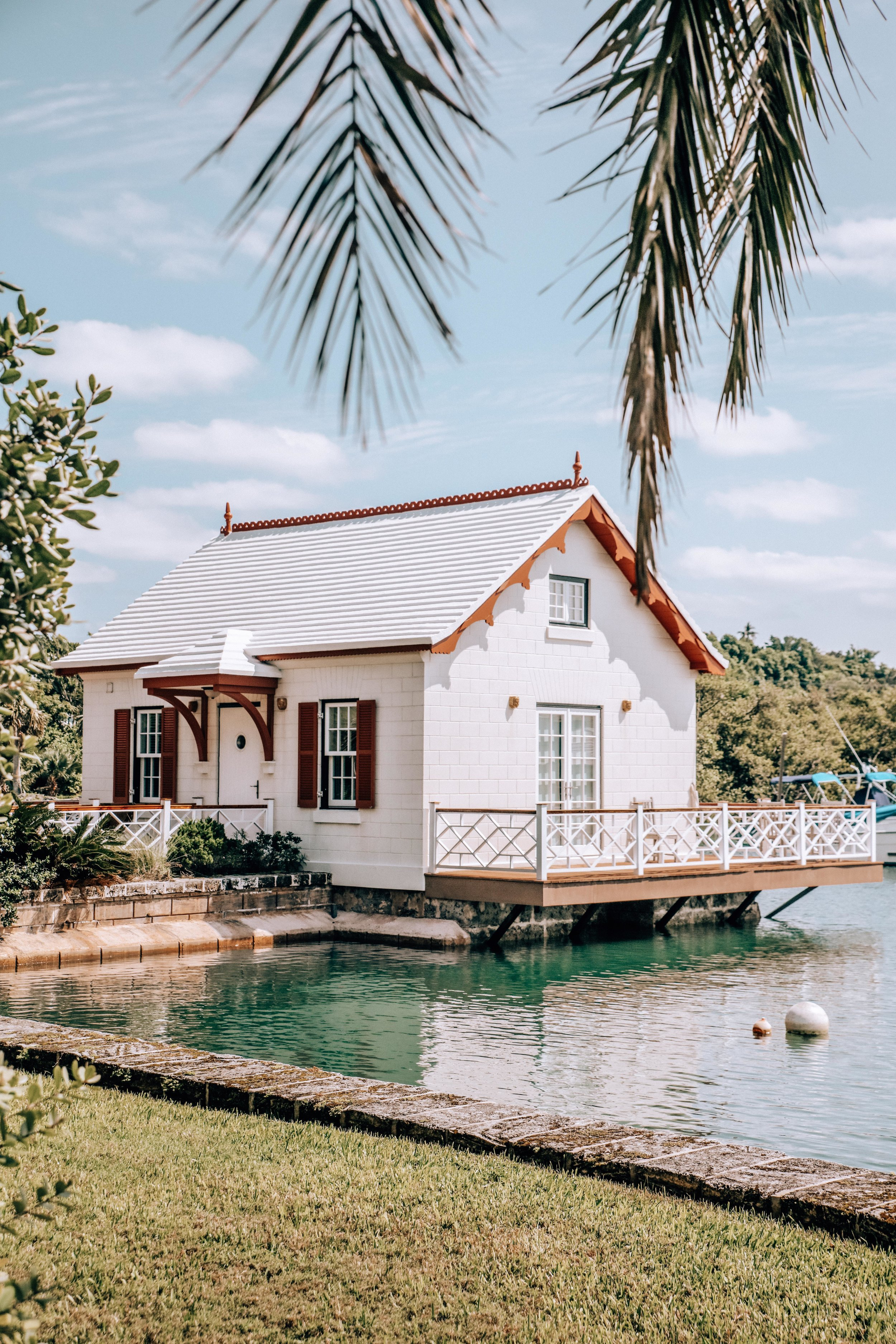 Cute Houses everywhere - See if you can spot this house by the water… it's near the Bermuda Underwater Exploration museum.