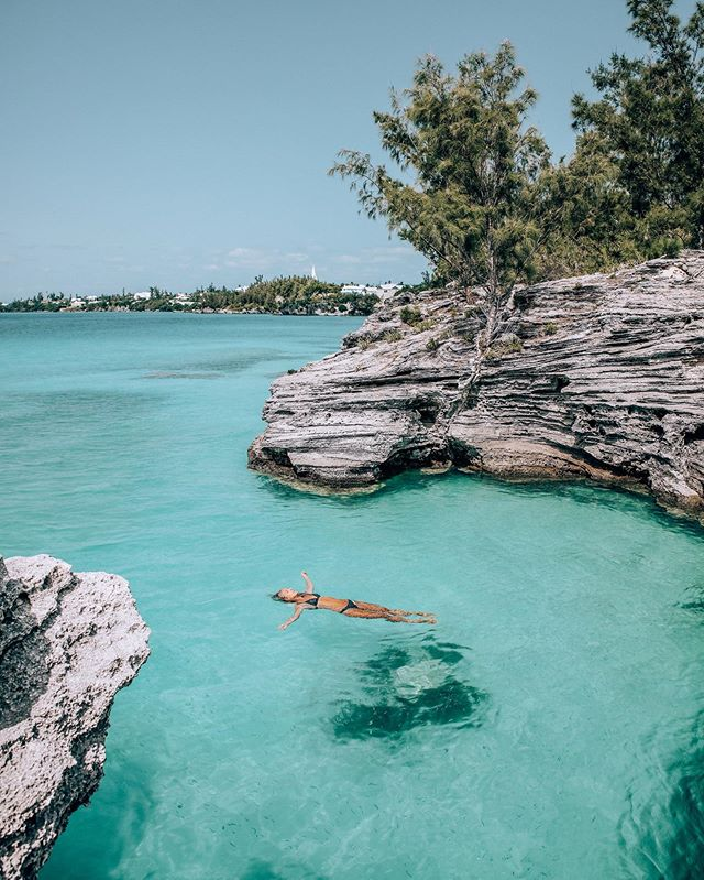 Did you know I lived in Bermuda for two years? ⚡️⁣ ⁣ I have just written a new post on my top instagrammable locations on the island 🌴 ⁣ ⁣ Make sure to swim by and check it out... {link in bio}. ⁣ 📸 @james.doughty