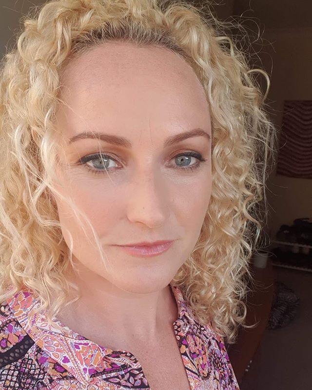 Holy smokes. This is what I call a successful makeup trial. @missdavishan looking smoking 🔥🔥🔥 . . . . . #makeup #makeupartist #makeupartistworldwide #bridalmakeup #weddingmakeup #makeupartistsydney #mua #bronzemakeup #skin #glowingskin #armani #nars #anastasiabeverlyhills #makeupforever #hourglasscosmetics #becca #urbandecay
