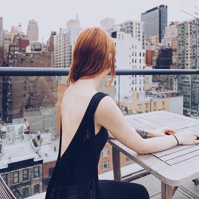 Never turn your back on style. #TheSocialTank #Fashion #Style #fringe #fashiontop #rooftop #nyc #newyork ⠀ .⠀ .⠀ .⠀ .⠀ .⠀ .⠀ .⠀ .⠀ .⠀ .⠀ ⠀  #ootd #instafashion #fashionblogger #fashionista #photooftheday #beauty #streetstyle #outfit #shopping #design #instastyle #picoftheday #stylish #outfitoftheday #lifestyle #fashiongram #harlem  #newyorkcity #manhattan #city #luxury