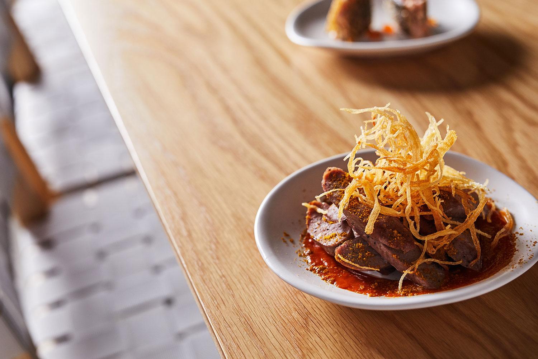 Berlin-style-duck-currywurst,-crisp-potatoes-20181211-Messer-12.jpg