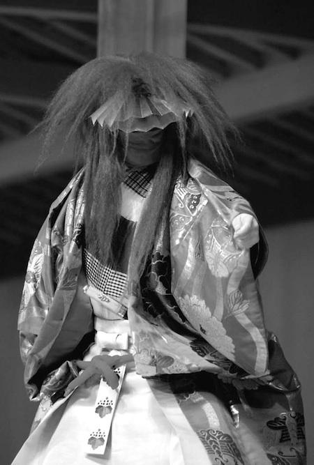 『望月』 シテ 粟谷能夫(平成25 年10 月13 日 粟谷能の会) 撮影:吉越 研