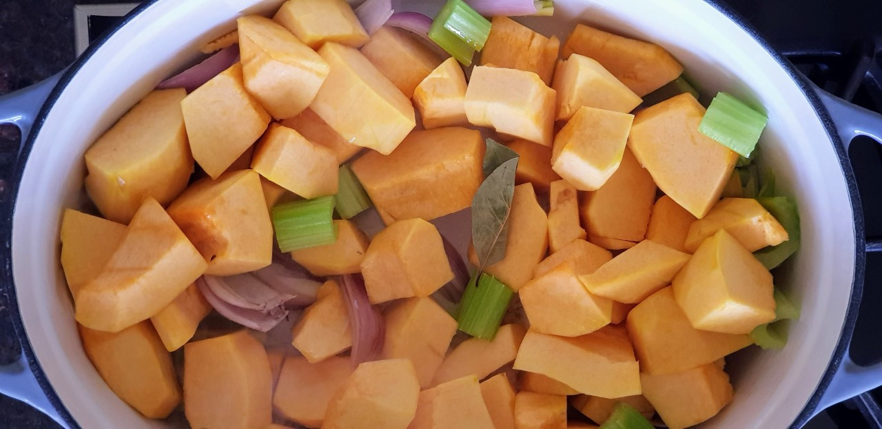 thumbnail_Adding+pumpkin+and+bay+leaf.jpg